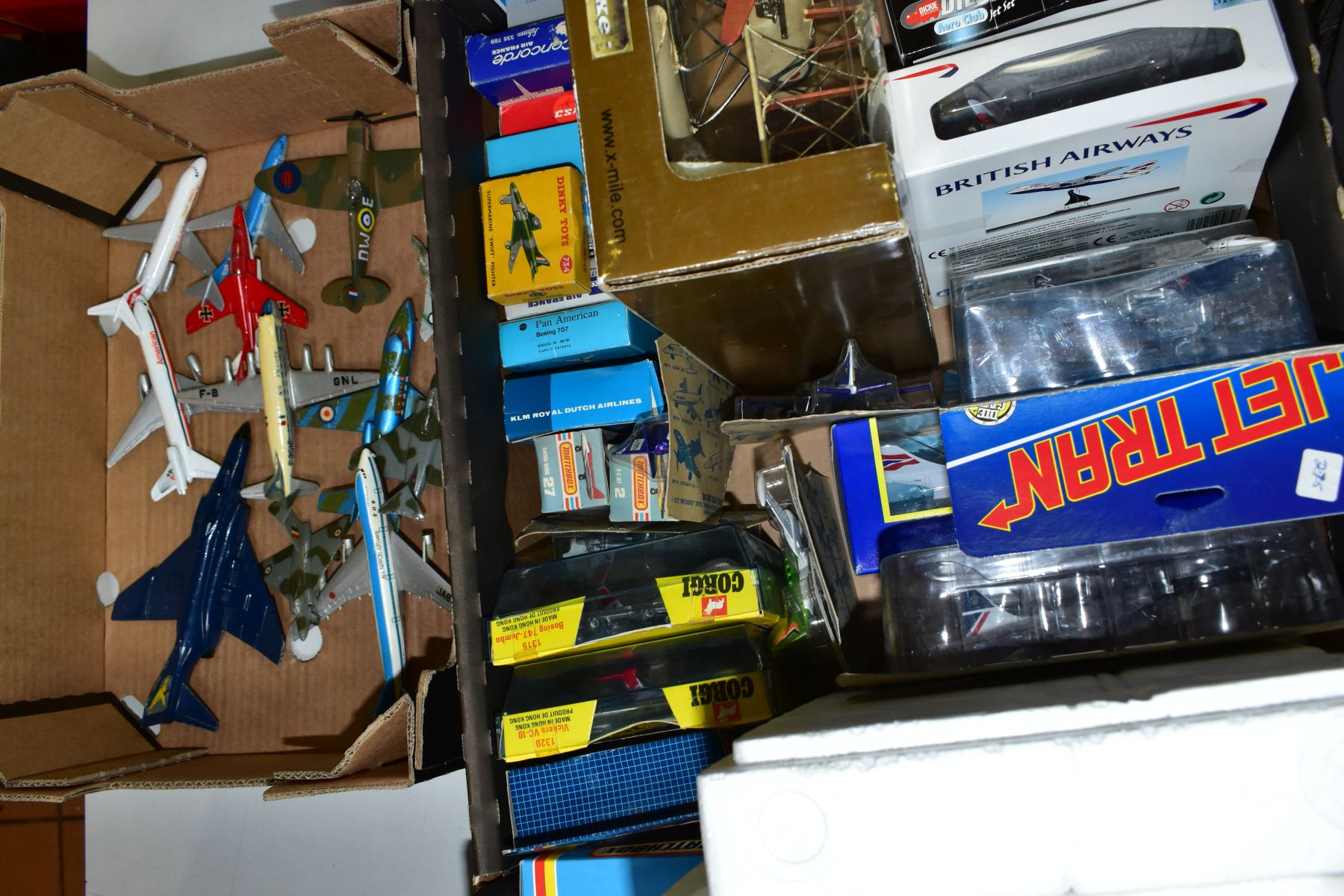A QUANTITY OF ASSORTED BOXED AND UNBOXED AIRCRAFT MODELS, to include boxed Corgi toys Boeing 747 - Image 4 of 5