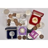 A PLASTIC TRAY CONTAINING COMMEMORATIVES AND MEDALLIONS, to include a boxed 50th Anniversary R.A.