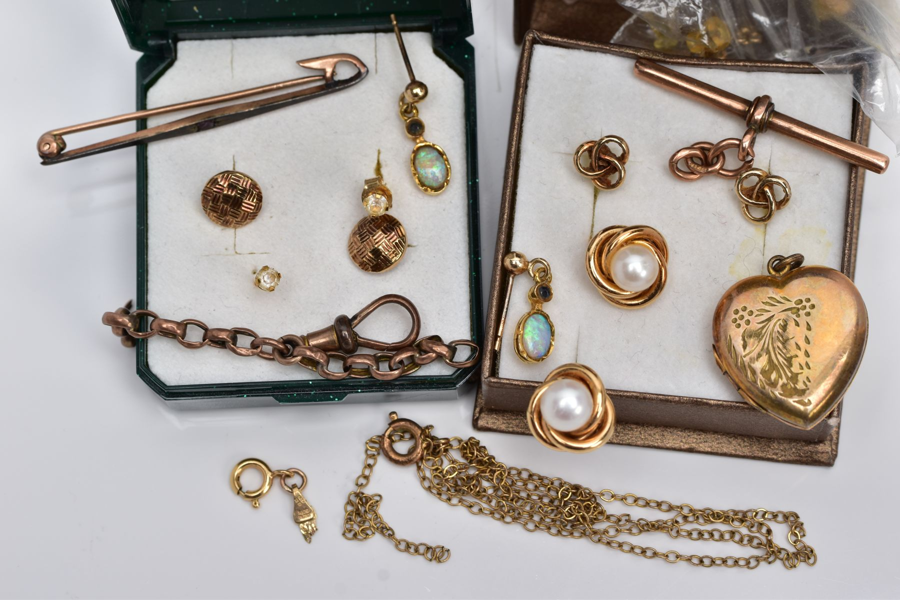A BAG OF ASSORTED 9CT GOLD AND YELLOW METAL JEWELLERY PIECES, to include a pair of 9ct gold cultured