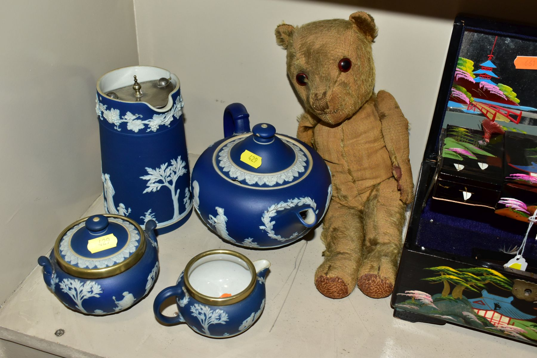 A GROUP OF ASSORTED ITEMS, including Wedgwood jasperware tea pot (lid has chips), hot water jug, - Image 4 of 18