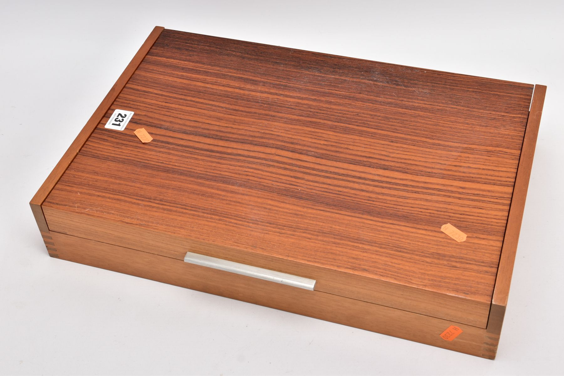 A COMPLETE WOODEN CANTEEN OF COMMUNITY PLATE CUTLERY, eighty five piece set to include knives, - Image 6 of 6