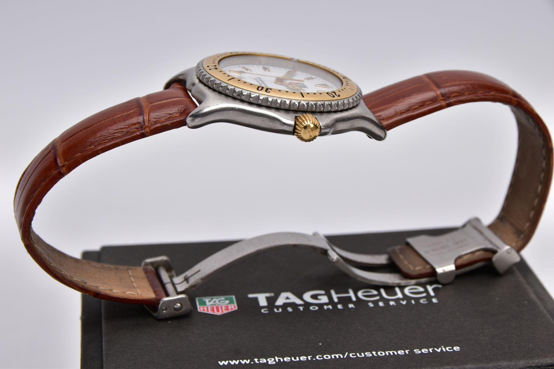 A GENTS 'TAG HEUER' WRISTWATCH, round white dial signed 'Tag Heuer, Professional 200 meters', - Image 6 of 6