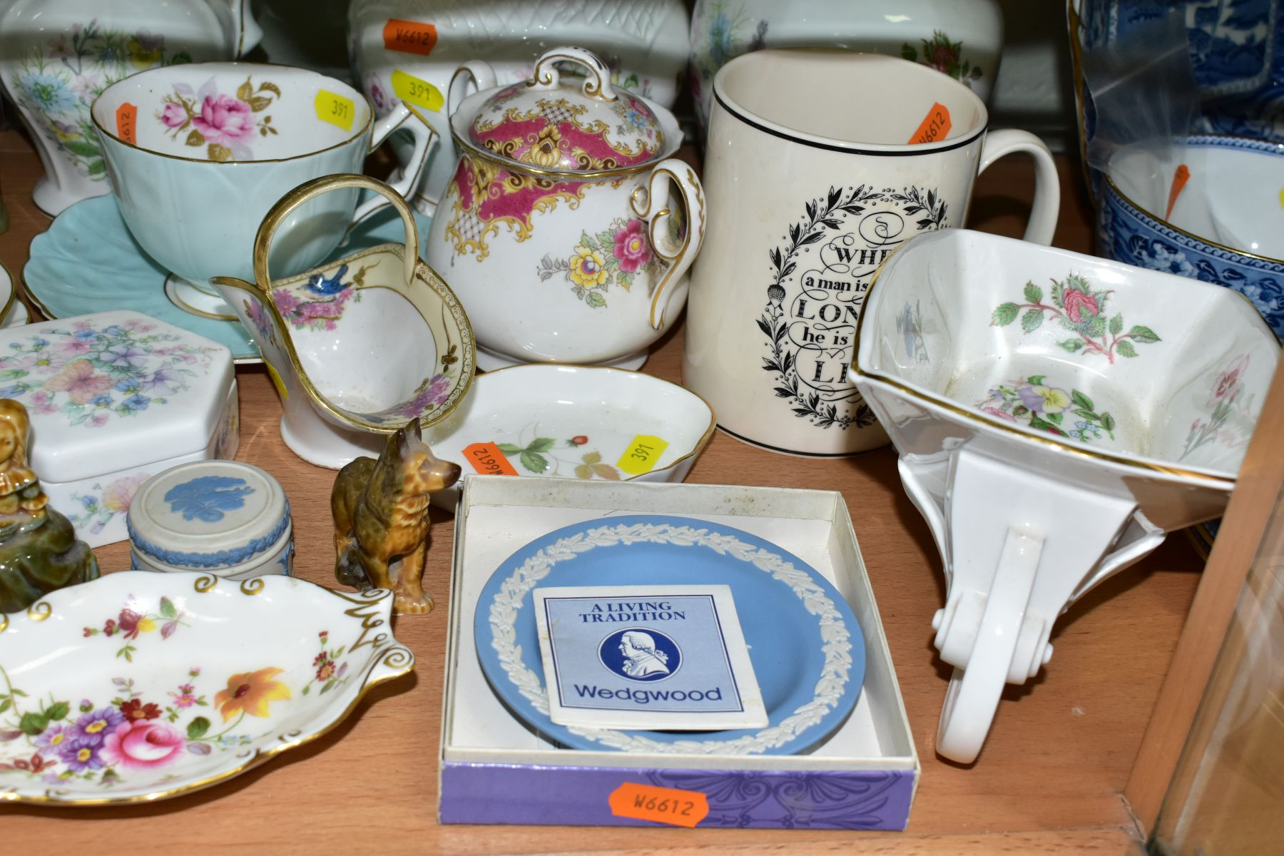 A GROUP OF ASSORTED WEDGWOOD, ROYAL CROWN DERBY, AYNSLEY, WADE, ETC, to include a Wedgwood 'The - Image 3 of 10