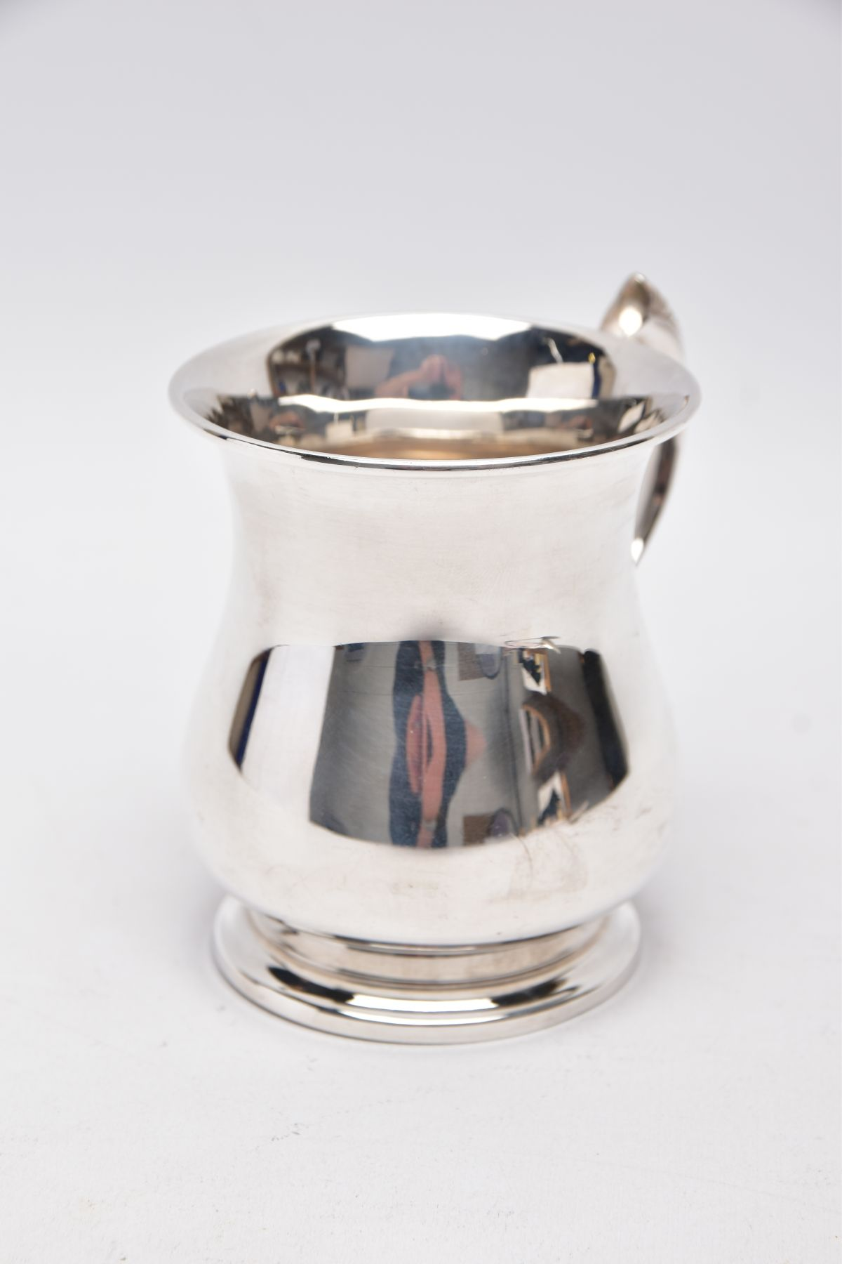 A SILVER TANKARD, bell shaped body with a feather detailed handle, hallmarked 'Roberts & Dore' - Image 3 of 5