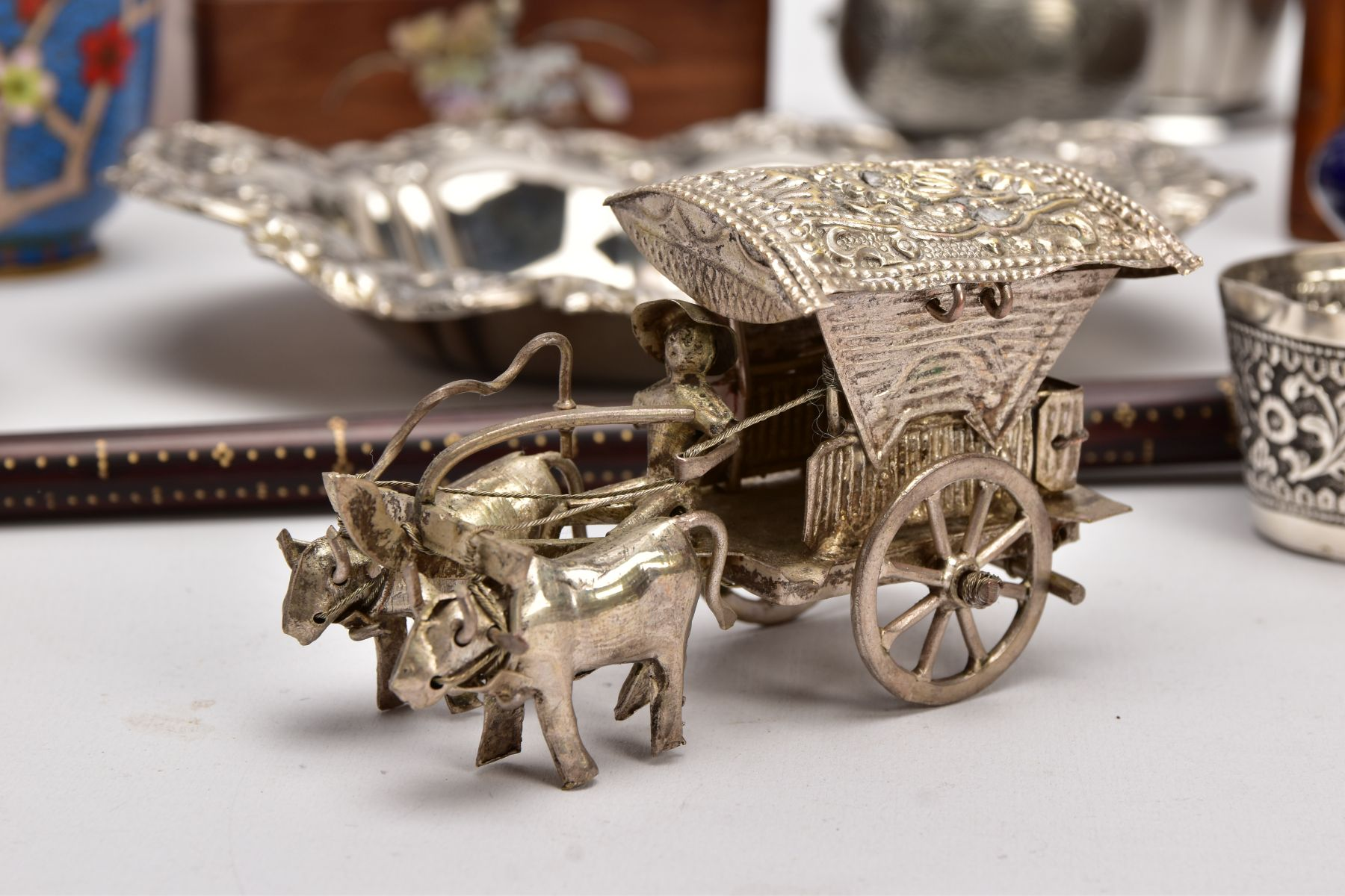 A BOX OF SILVER PLATE, COLLECTABLES AND OTHER METALWARES, including a small Indian white metal - Image 17 of 17