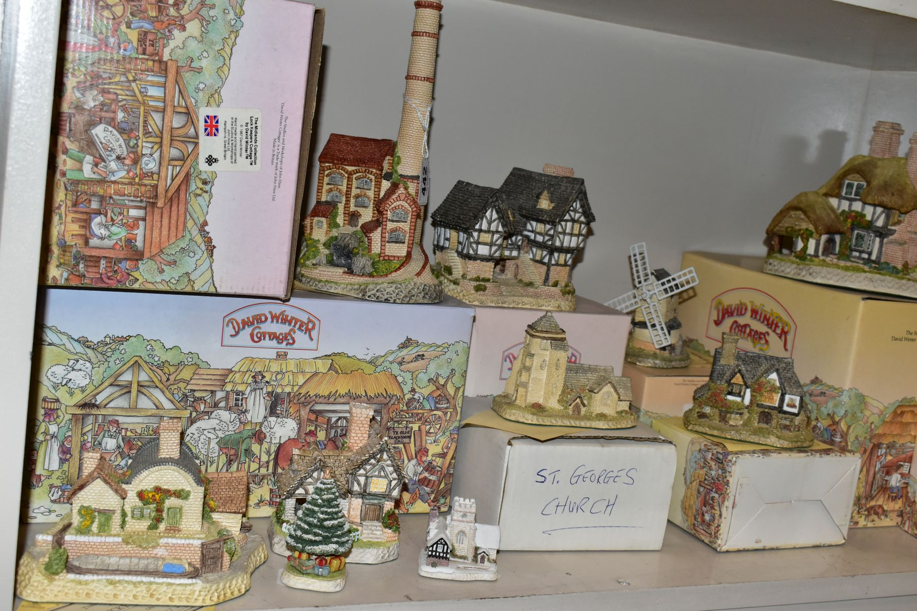 EIGHTEEN DAVID WINTER SCULPTURES AND TWO BOXED CABINET PLATES, mostly boxed and deeds except where - Image 9 of 12