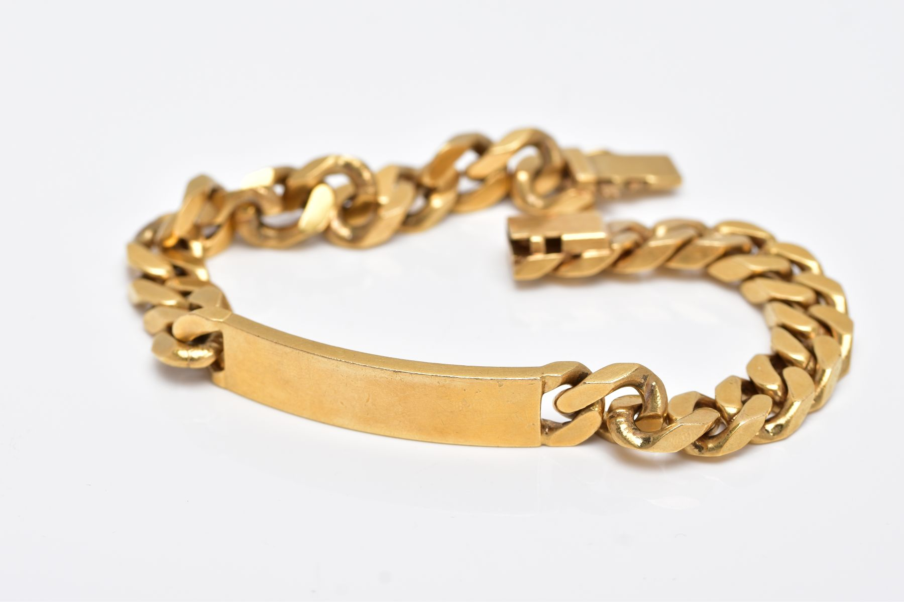 A LATE 20TH CENTURY GENTS HEAVY GAUGE CURB LINK IDENTITY BRACELET, measuring approximately 230mm
