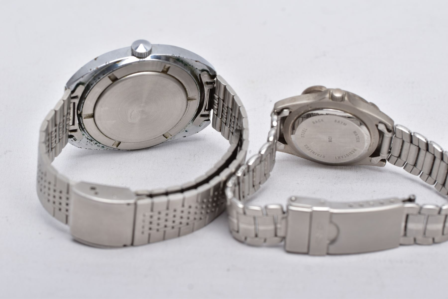 A LADIES AND A GENTS 'SEKONDA' WRISTWATCH, gents hand wound watch with a cushion shaped ombre silver - Image 3 of 4