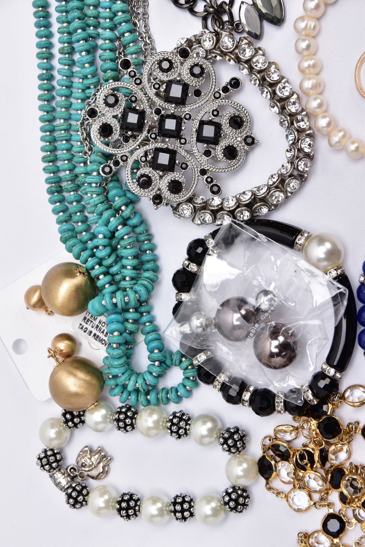 A BAG OF ASSORTED COSTUME JEWELLERY, to include a rose gold tone necklet set with cubic zirconia - Image 2 of 5