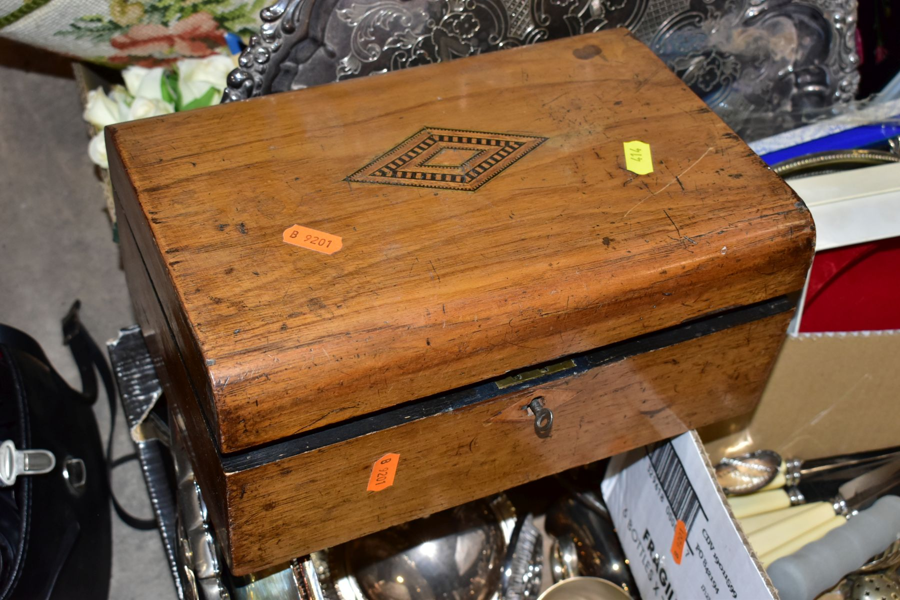 TWO BOXES AND LOOSE OF METALWARE, TREEN, MISCELLANEOUS ITEMS, ETC, including EPNS trays and galeried - Image 10 of 10