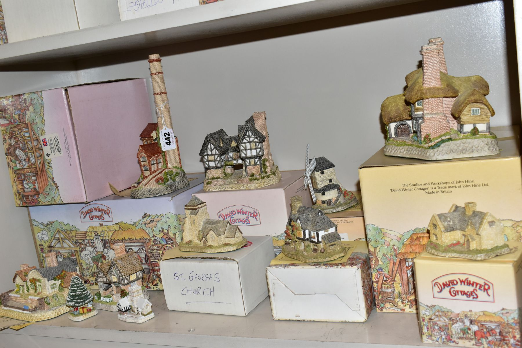 EIGHTEEN DAVID WINTER SCULPTURES AND TWO BOXED CABINET PLATES, mostly boxed and deeds except where - Image 8 of 12