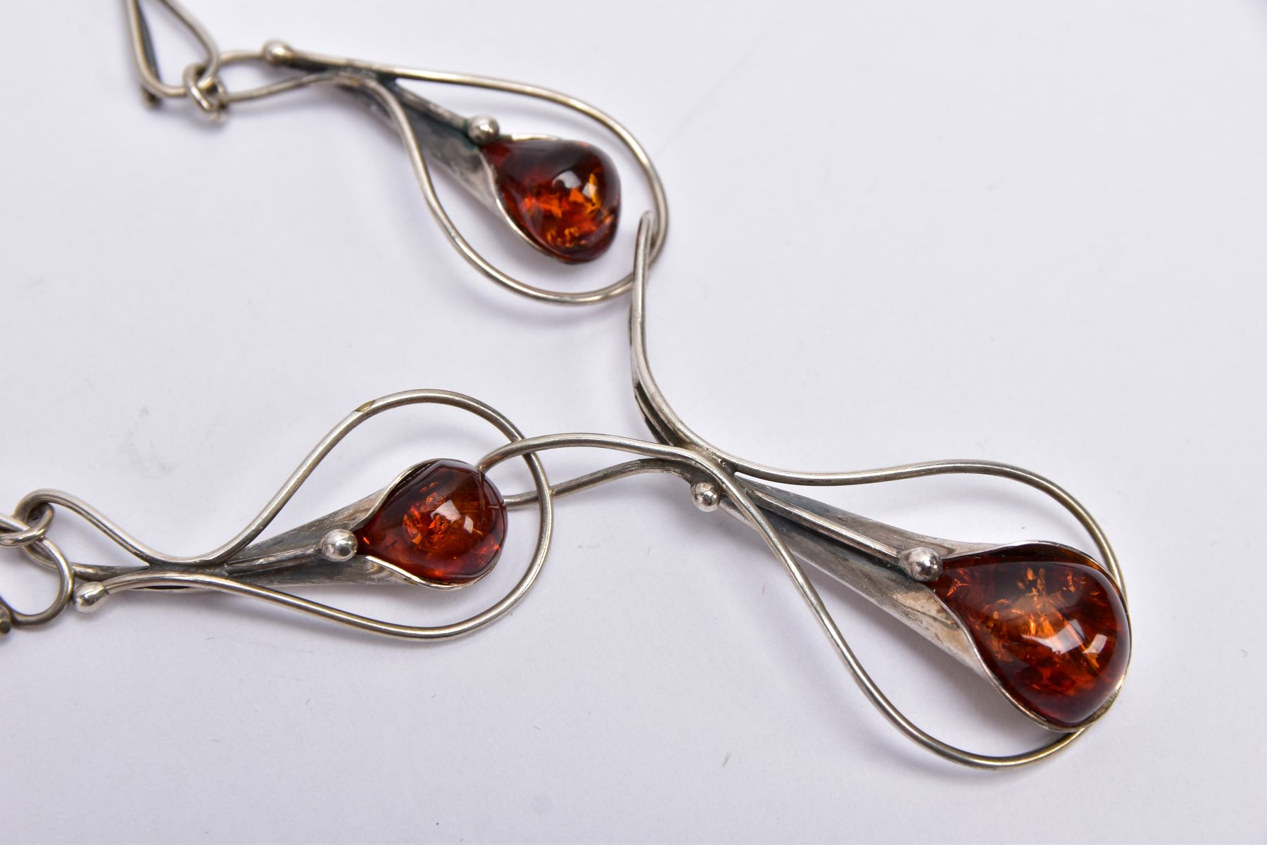 A SILVER AMBER NECKLACE, SILVER CUFFLINKS, STICK PIN, CUFFLINKS, ETC, the silver necklet designed - Image 5 of 5