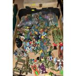A QUANTITY OF ASSORTED PLASTIC SOLDIER AND OTHER FIGURES, to include Timpo Brenn Comet, Timpo Frozen