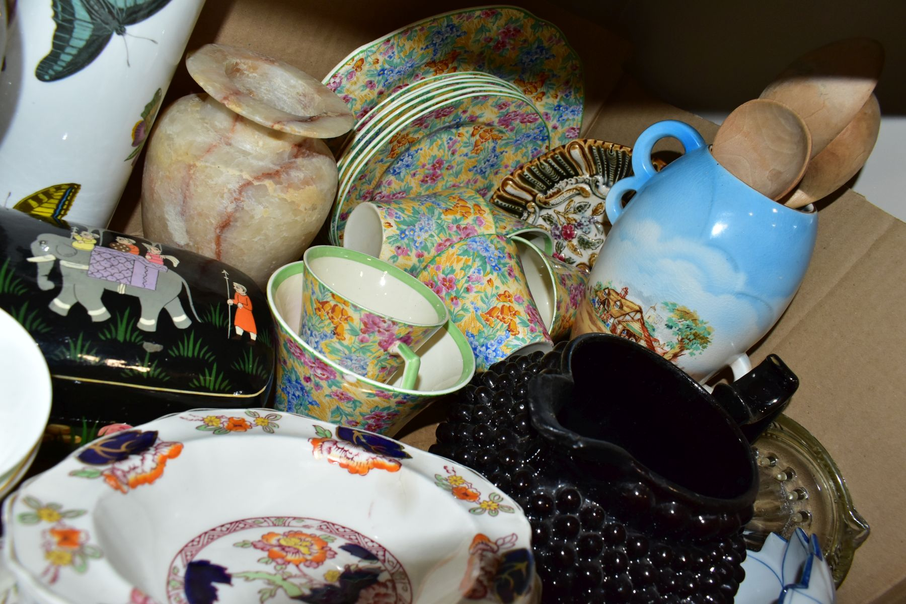 TWO BOXES OF CERAMICS AND SUNDRY ITEMS etc to include three Carlton Ware 2710 tapestry and daisy - Image 18 of 18