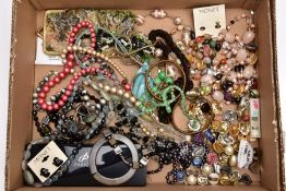 A BOX OF ASSORTED COSTUME JEWELLERY, to include pieces such as a semi precious graduated bead