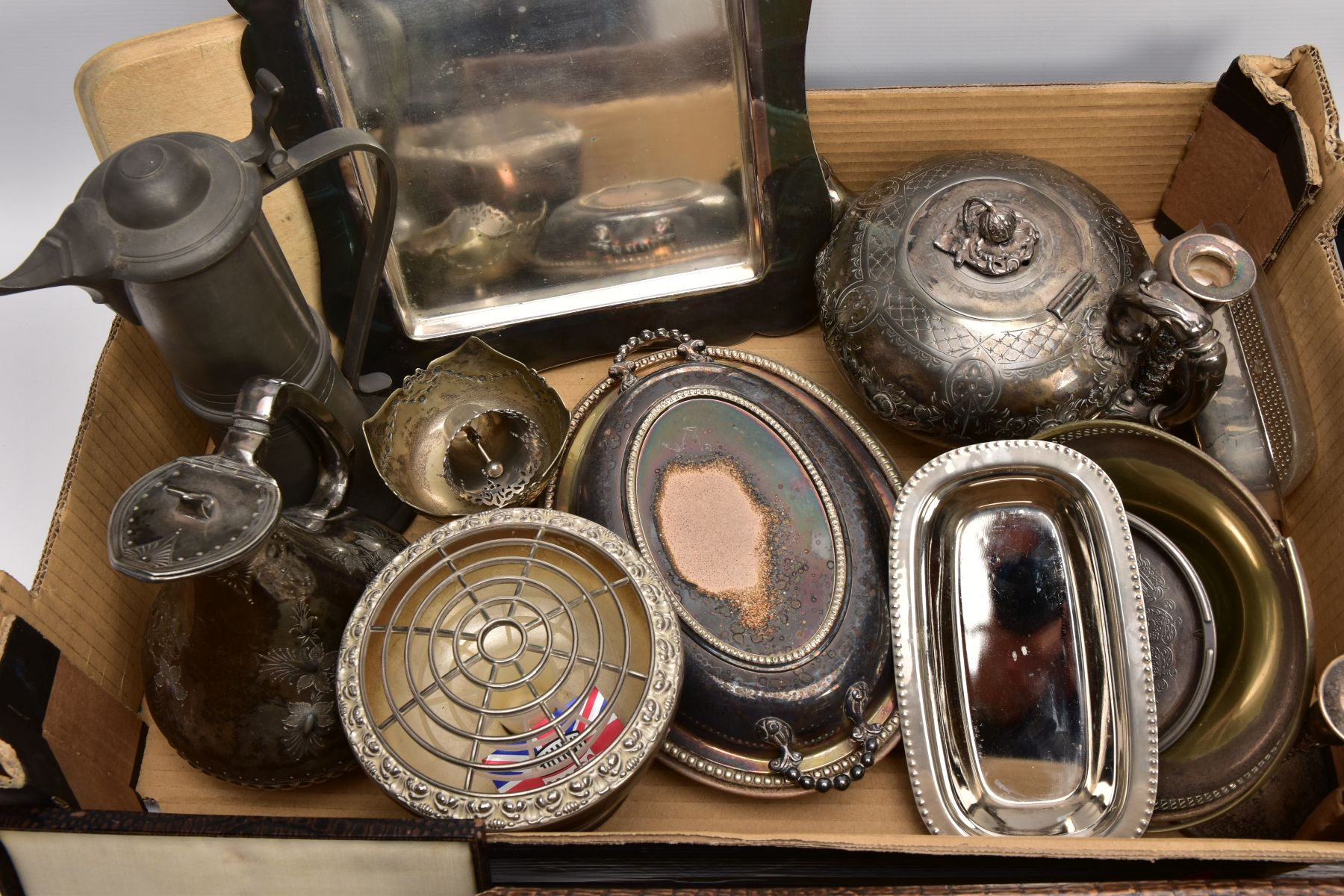 A BOX OF ASSORTED METALWARE, to include three cased set of knives,, a cased set of six EPNS coffee - Image 6 of 7
