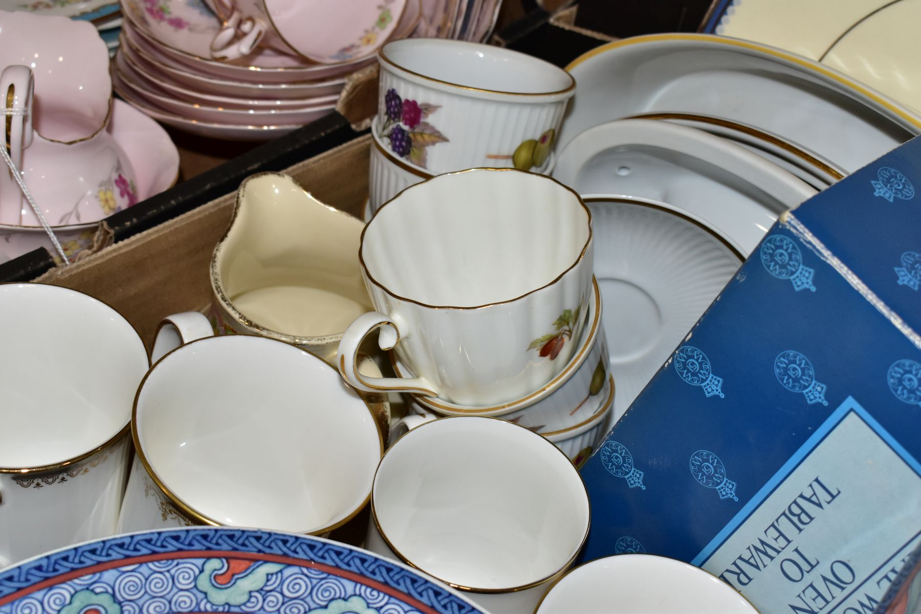 TWO BOXES OF WEDGWOOD ROYAL WORCESTER, ROYAL ALBERT AND TUSCAN CHINA TEA AND DINNER WARES, including - Image 5 of 10