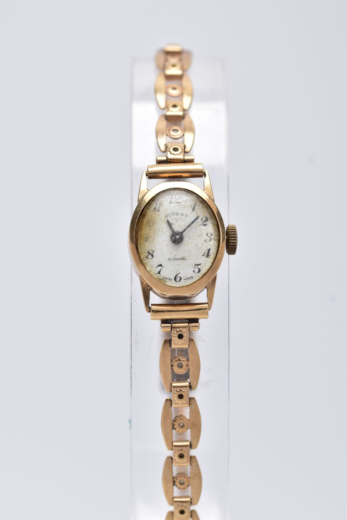 A LADY'S 9CT GOLD ROTARY WRISTWATCH', oval case measuring approximately 16.5mm x 14.0mm,