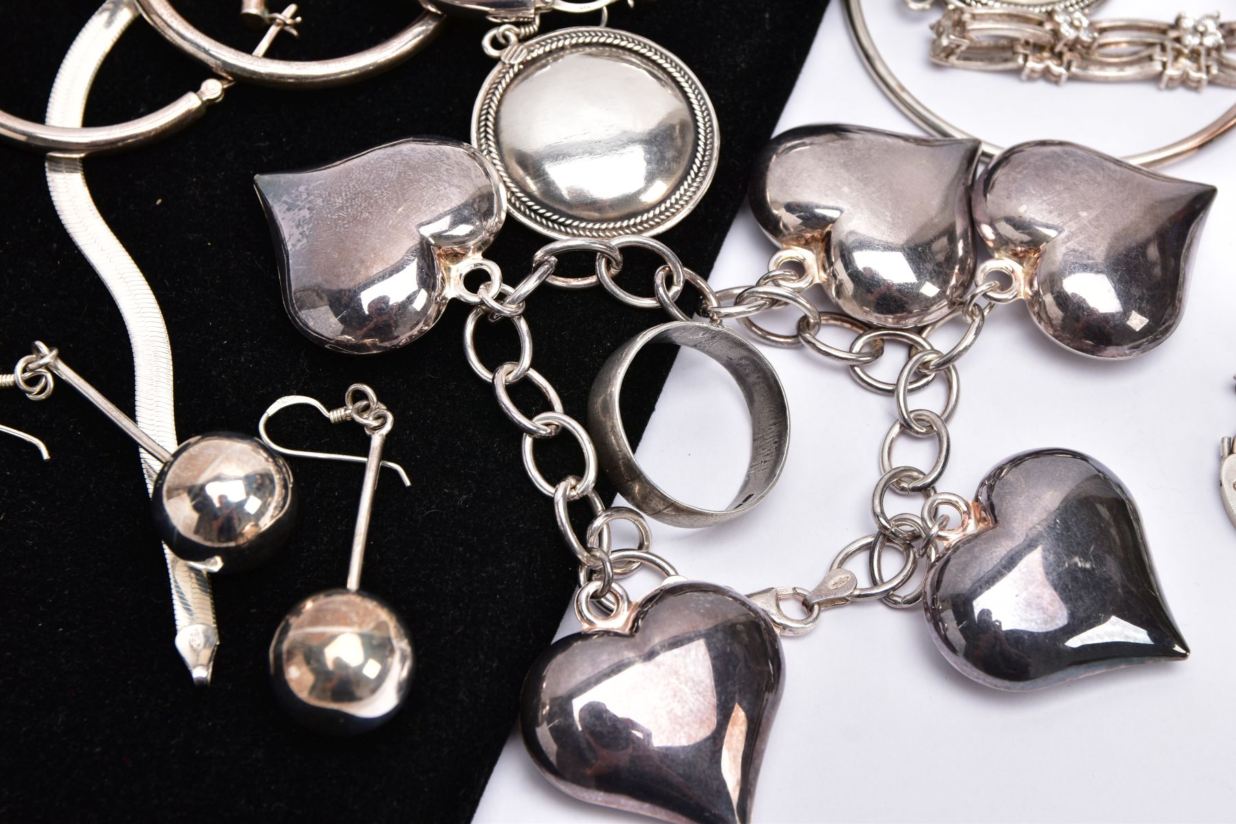 A BAG OF ASSORTED SILVER AND WHITE METAL JEWELLERY, to include a silver charm bracelet suspending - Image 2 of 5