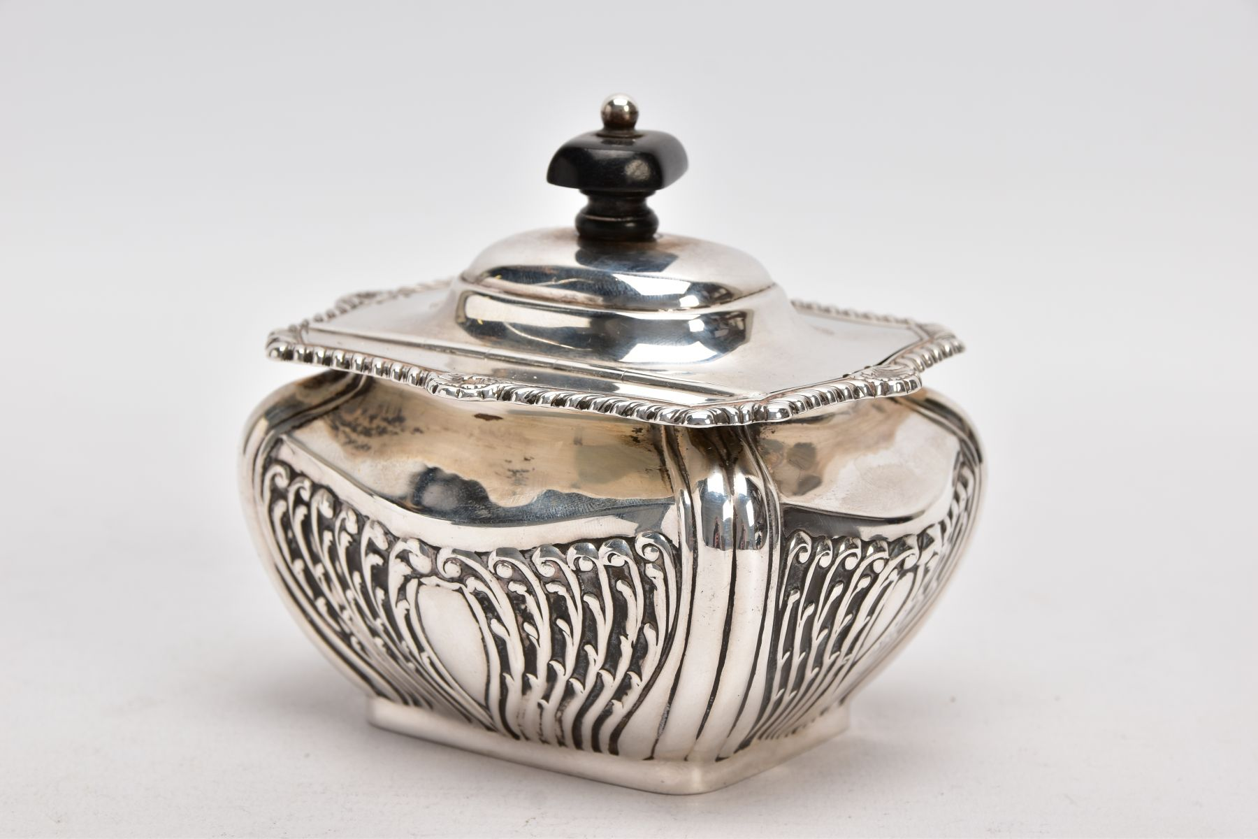 AN EDWARDIAN SILVER TEA CADDY, bomb shaped sucrier with hinged cover, gadrooned and shell cast - Image 5 of 6