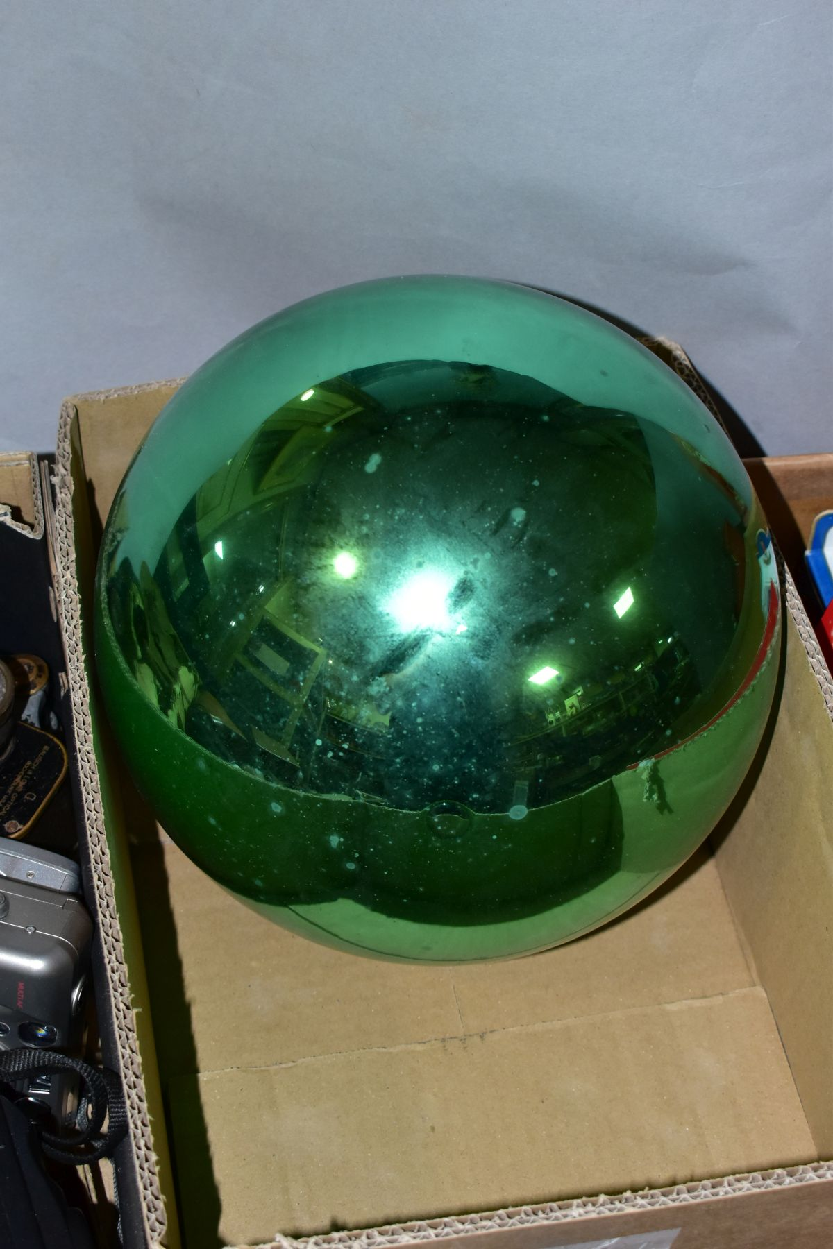 A LATE 19TH/EARLY 20TH CENTURY METALLIC GREEN GLASS WITCH'S BALL with metal mount and short length - Image 3 of 3