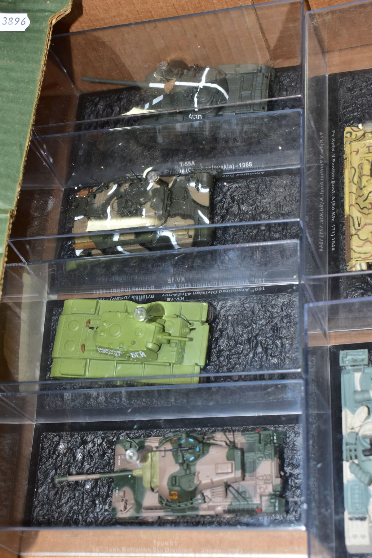 A COLLECTION OF BOXED DEAGOSTINI 1/43 SCALE TANK MODELS, all appear complete and in very good - Image 4 of 5