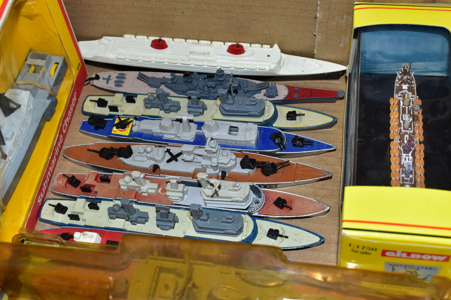 A COLLECTION OF BOXED AND UNBOXED SHIP MODELS, to include Dinky Toys Submarine Chaser, No.673, - Image 6 of 6