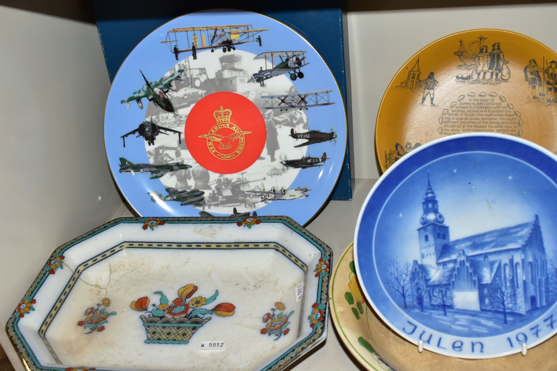 A SET OF FOUR BOXED COALPORT LIMITED EDITION COALPORT CABINET PLATES, from 'World of Ballooning - Image 4 of 5
