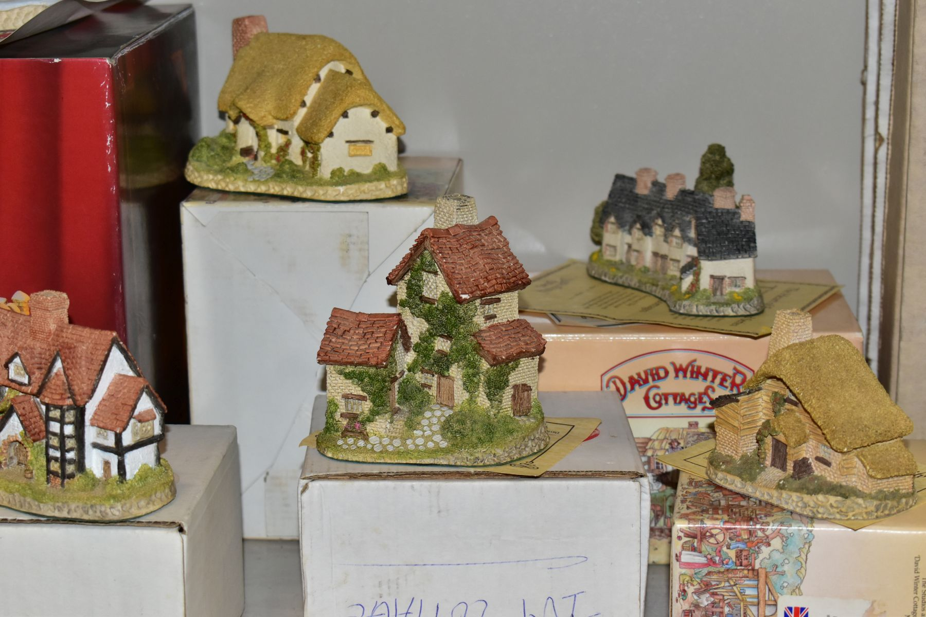 EIGHTEEN DAVID WINTER SCULPTURES AND TWO BOXED CABINET PLATES, mostly boxed and deeds except where - Image 3 of 12