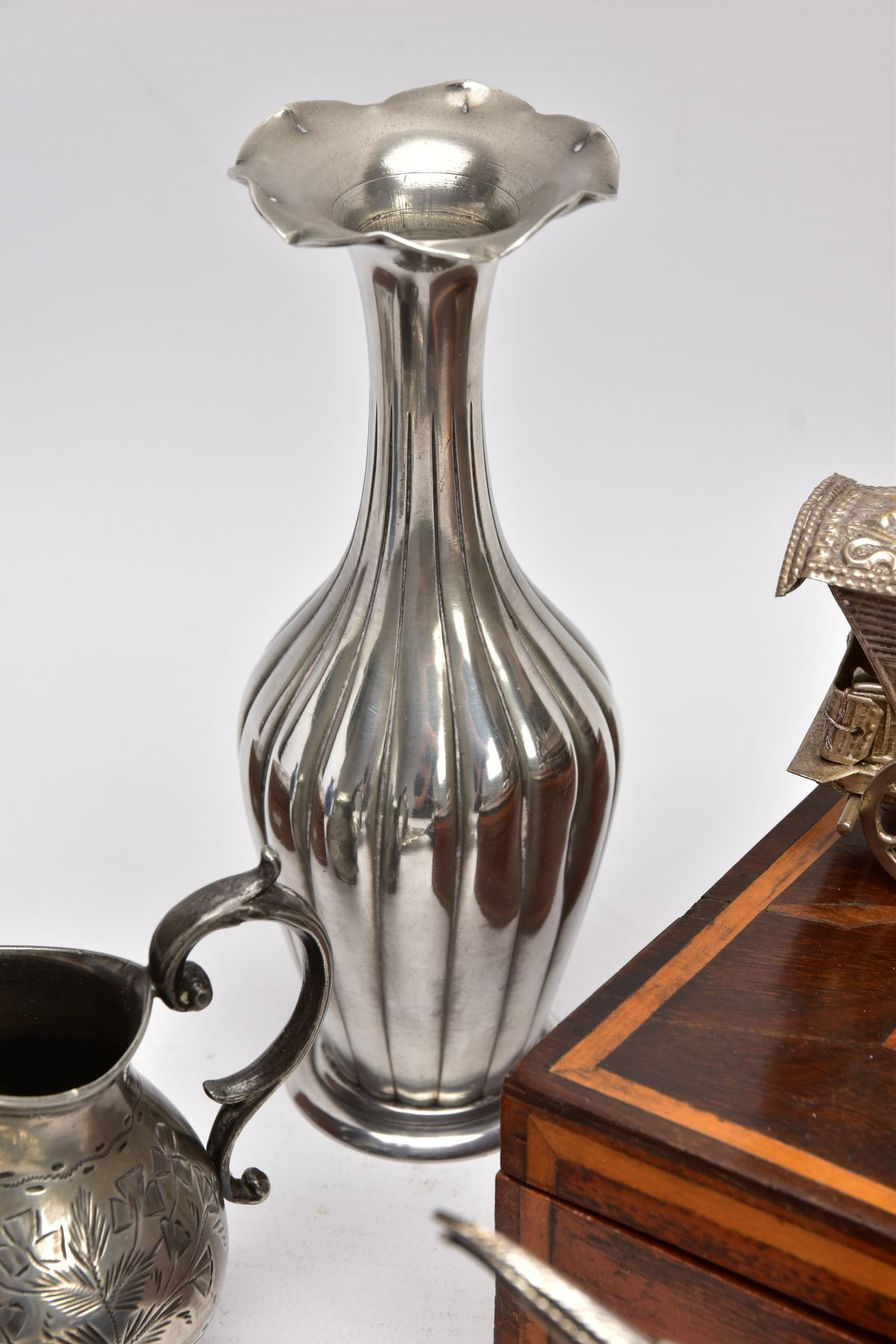 A BOX OF SILVER PLATE, COLLECTABLES AND OTHER METALWARES, including a small Indian white metal - Image 10 of 17