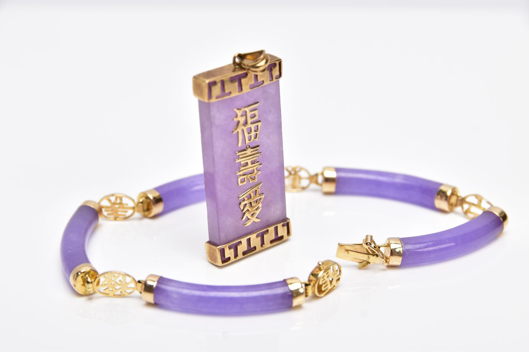 A 14CT GOLD LAVENDER JADE BRACELET AND A 9CT GOLD LAVENDER JADE PENDANT, the bracelet designed - Image 4 of 4