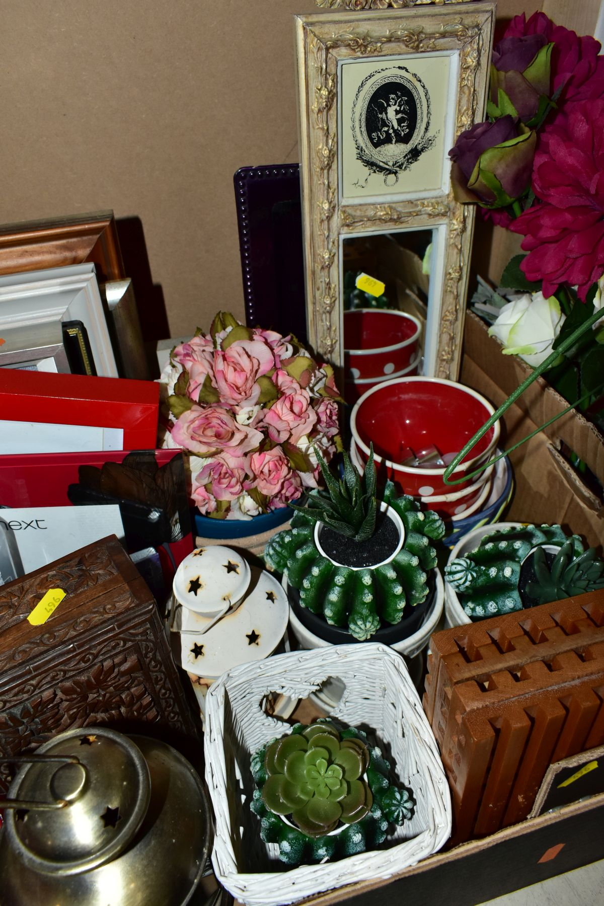 TWO BOXES AND A BASKET OF METALWARE, SUNDRIES, PICTURE FRAMES, ETC, to include various clocks (two - Image 10 of 10