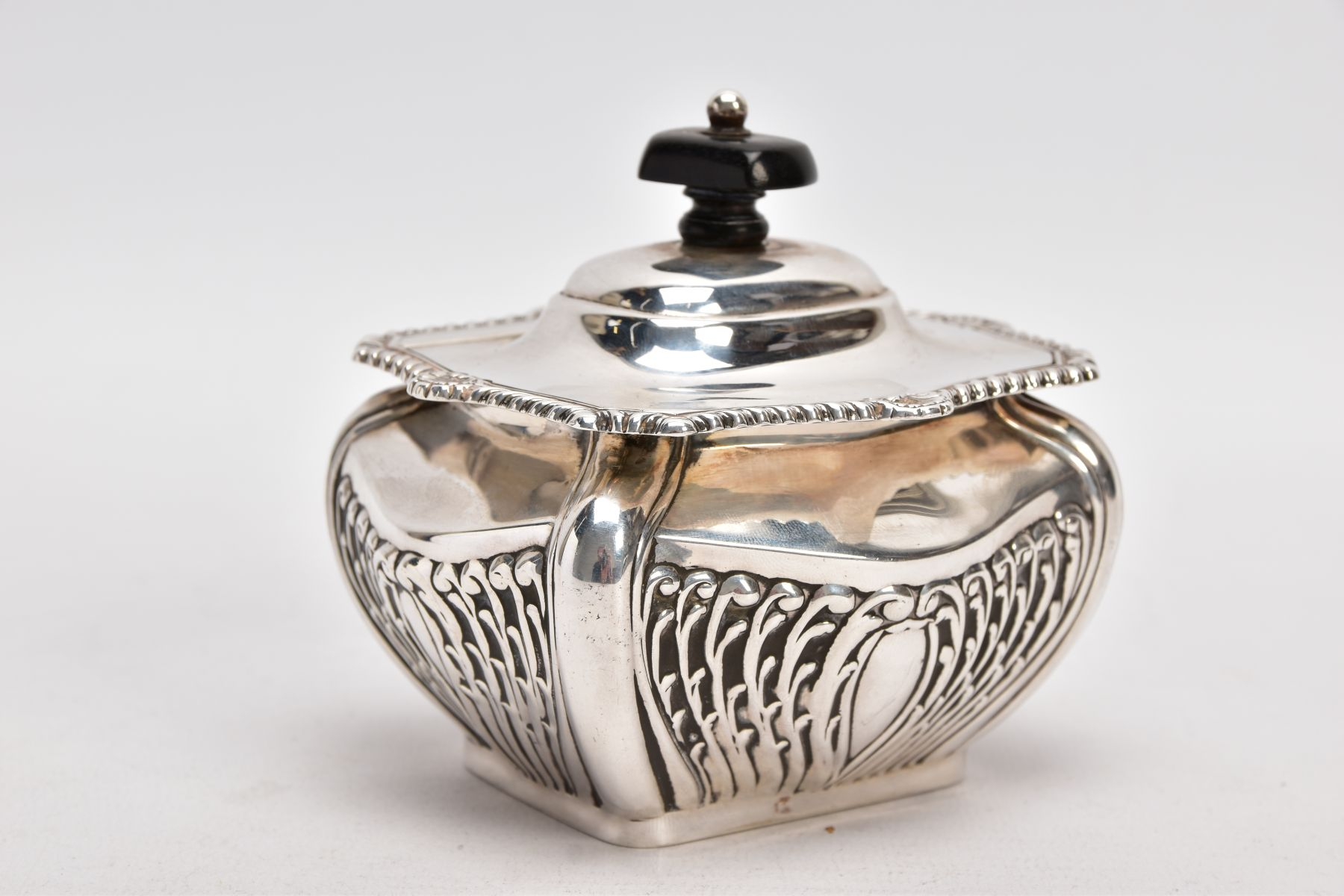AN EDWARDIAN SILVER TEA CADDY, bomb shaped sucrier with hinged cover, gadrooned and shell cast - Image 4 of 6