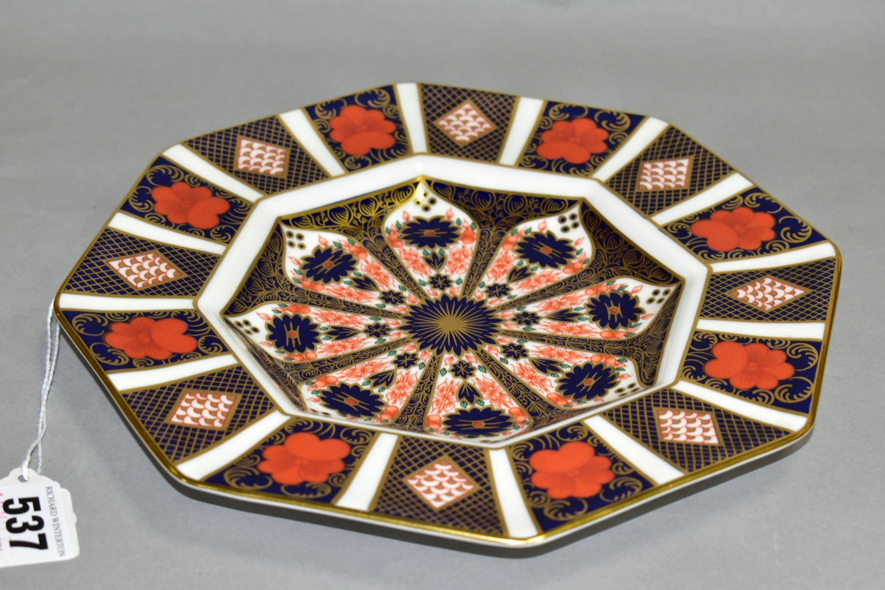 A ROYAL CROWN DERBY IMARI OCTAGONAL PLATE, '1128' pattern, diameter (widest) 24cm (Condition:- - Image 3 of 4
