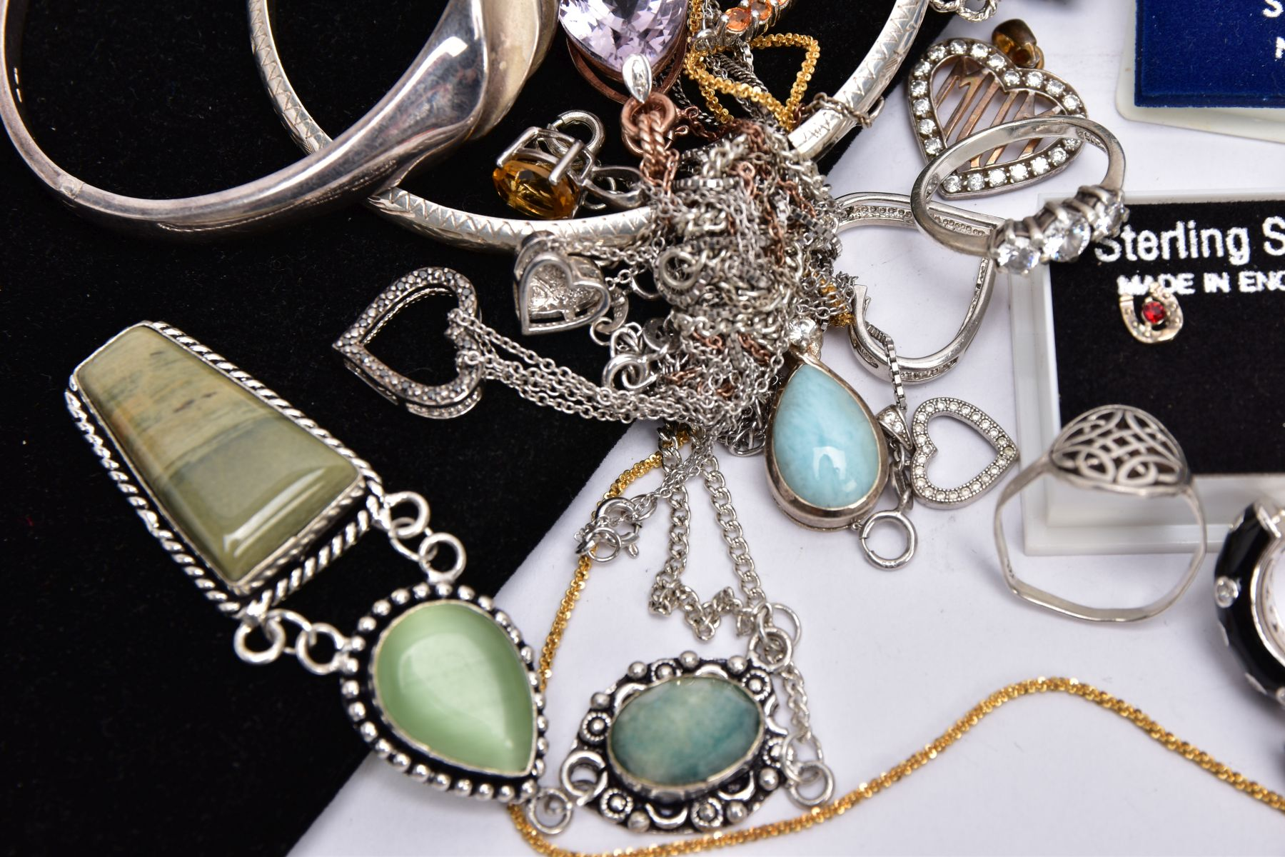 A BAG OF ASSORTED JEWELLERY, to include a silver ring set with an oval smokey quartz, bifurcated - Image 3 of 4