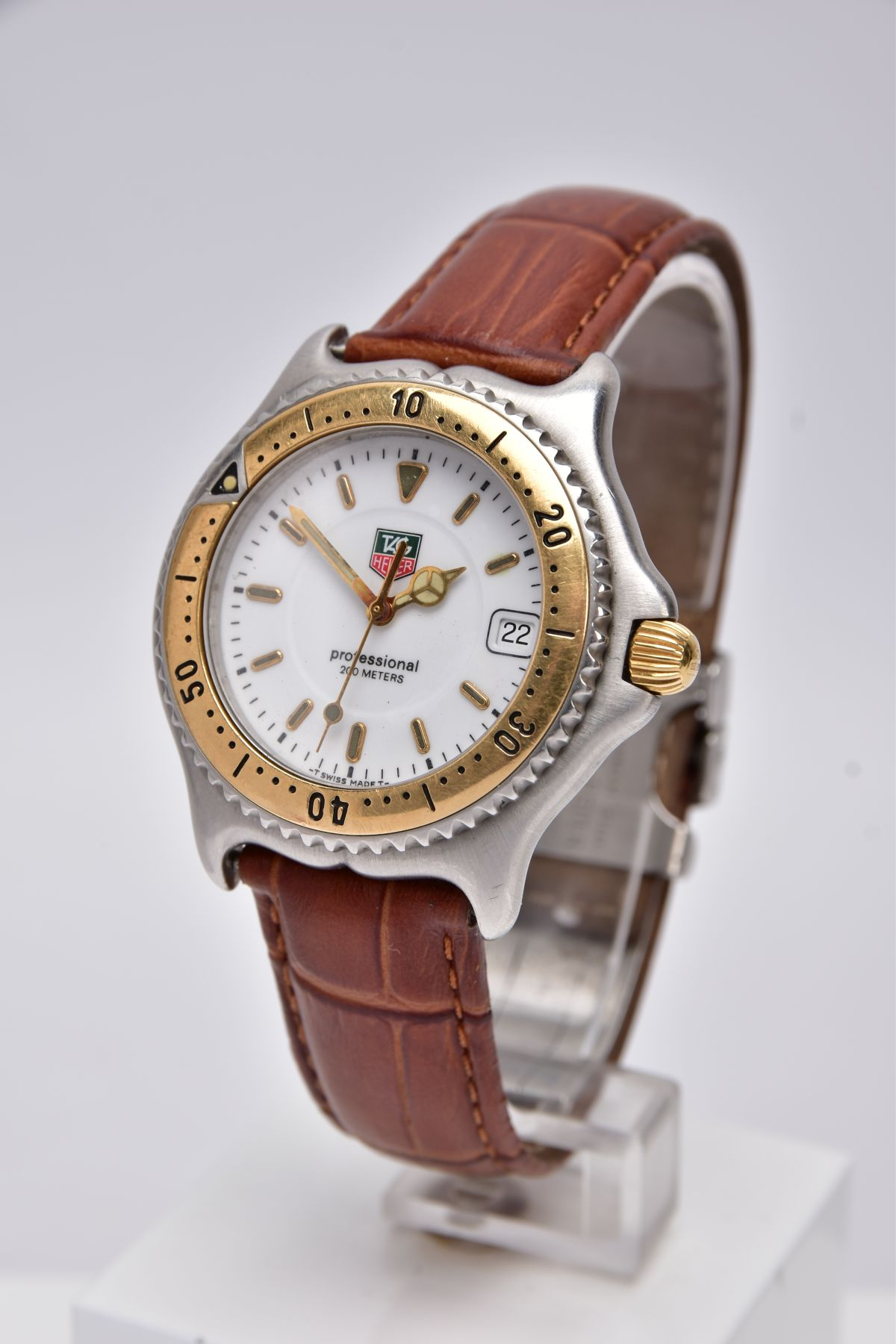 A GENTS 'TAG HEUER' WRISTWATCH, round white dial signed 'Tag Heuer, Professional 200 meters', - Image 3 of 6