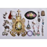 A BAG OF ASSORTED ITEMS, to include a white metal drop pendant set with a central oval moonstone
