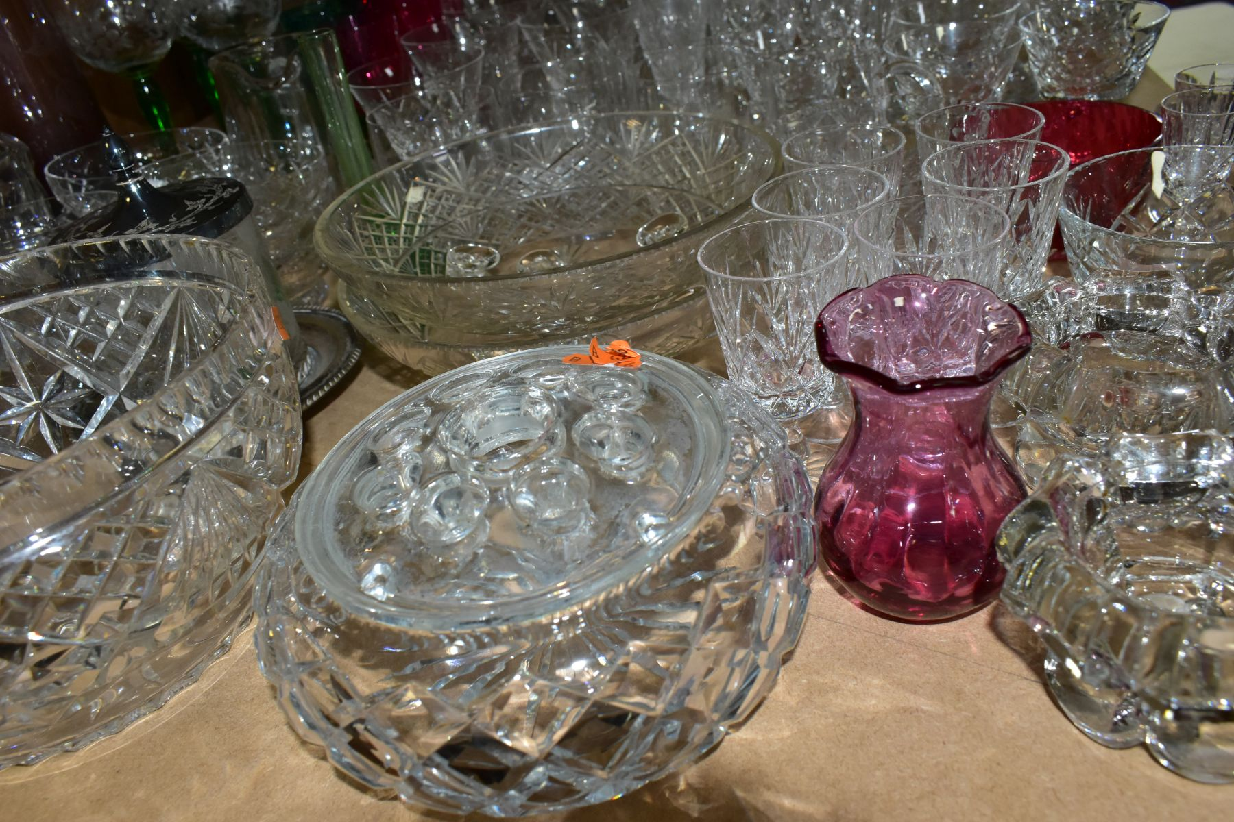 A QUANTITY OF GLASSWARE, including a Waterford Crystal quartz mantel clock, height 11cm, coloured - Image 9 of 9