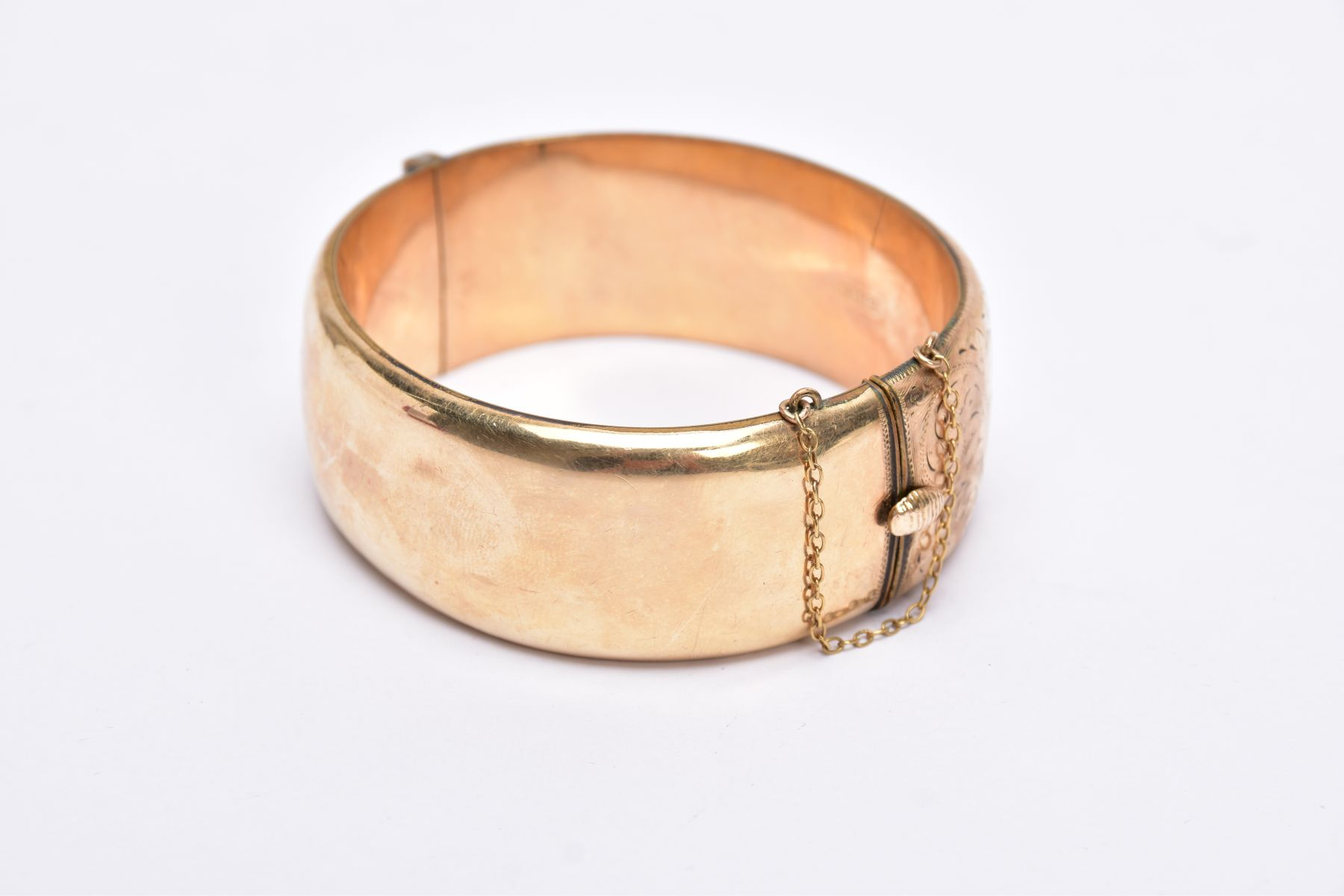A ROLLED GOLD WIDE BANGLE, hinged bangle with a half engraved foliate design, push pin clasp, fitted - Image 3 of 3