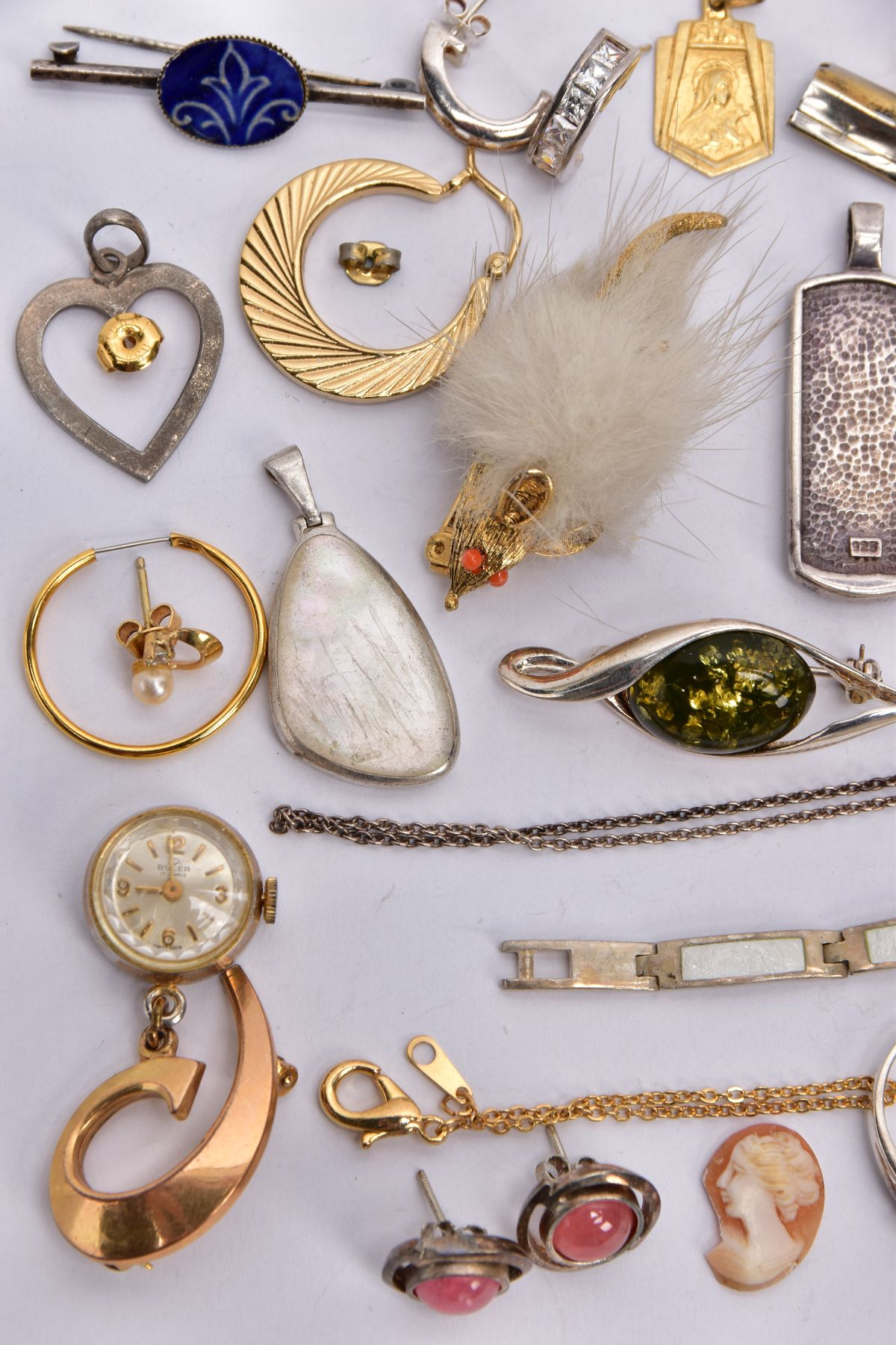 A BAG OF ASSORTED JEWELLERY, to include a 9ct white gold textured band, hallmarked 9ct gold - Image 8 of 9