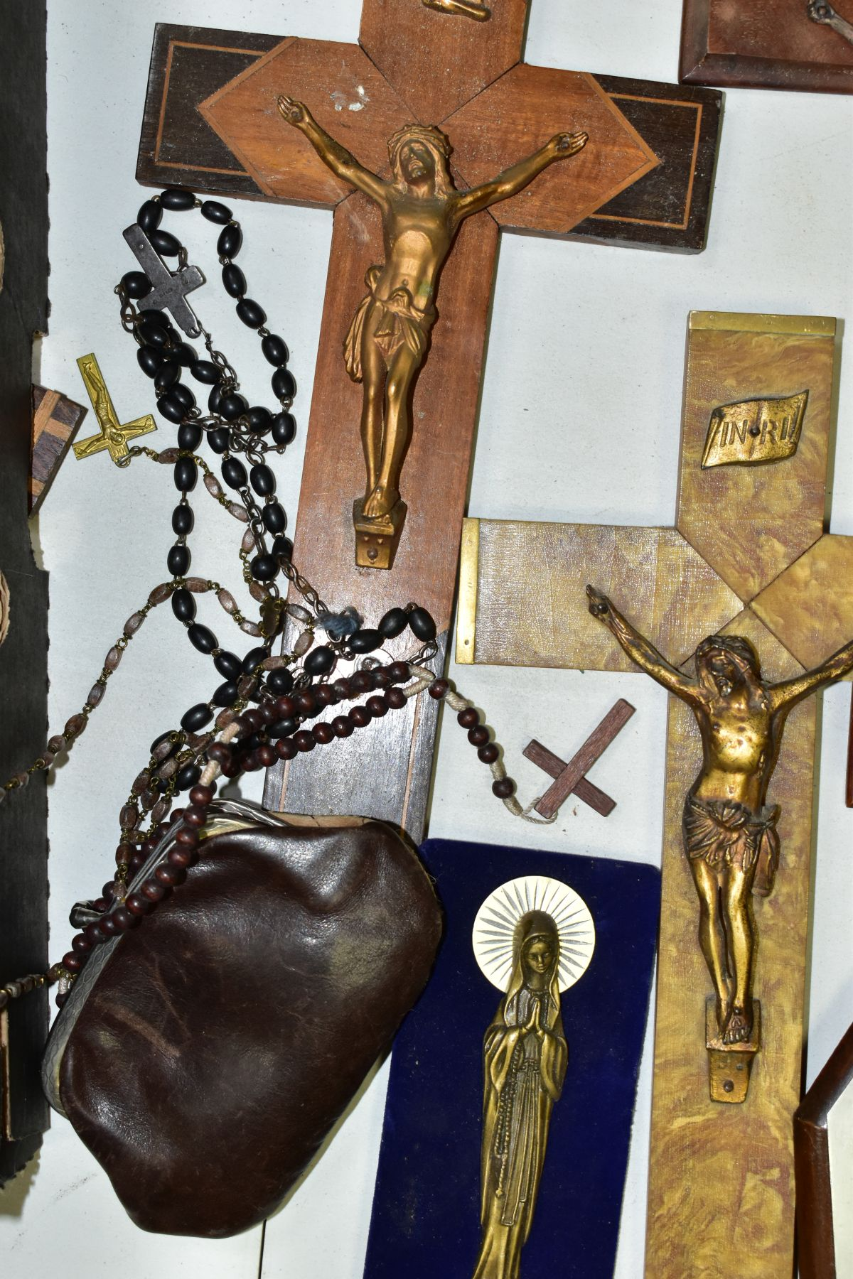A BOX OF VARIOUS CRUCIFIXES, some metal, mostly resin, mostly wall hangings, tallest height 36cm, - Image 5 of 5