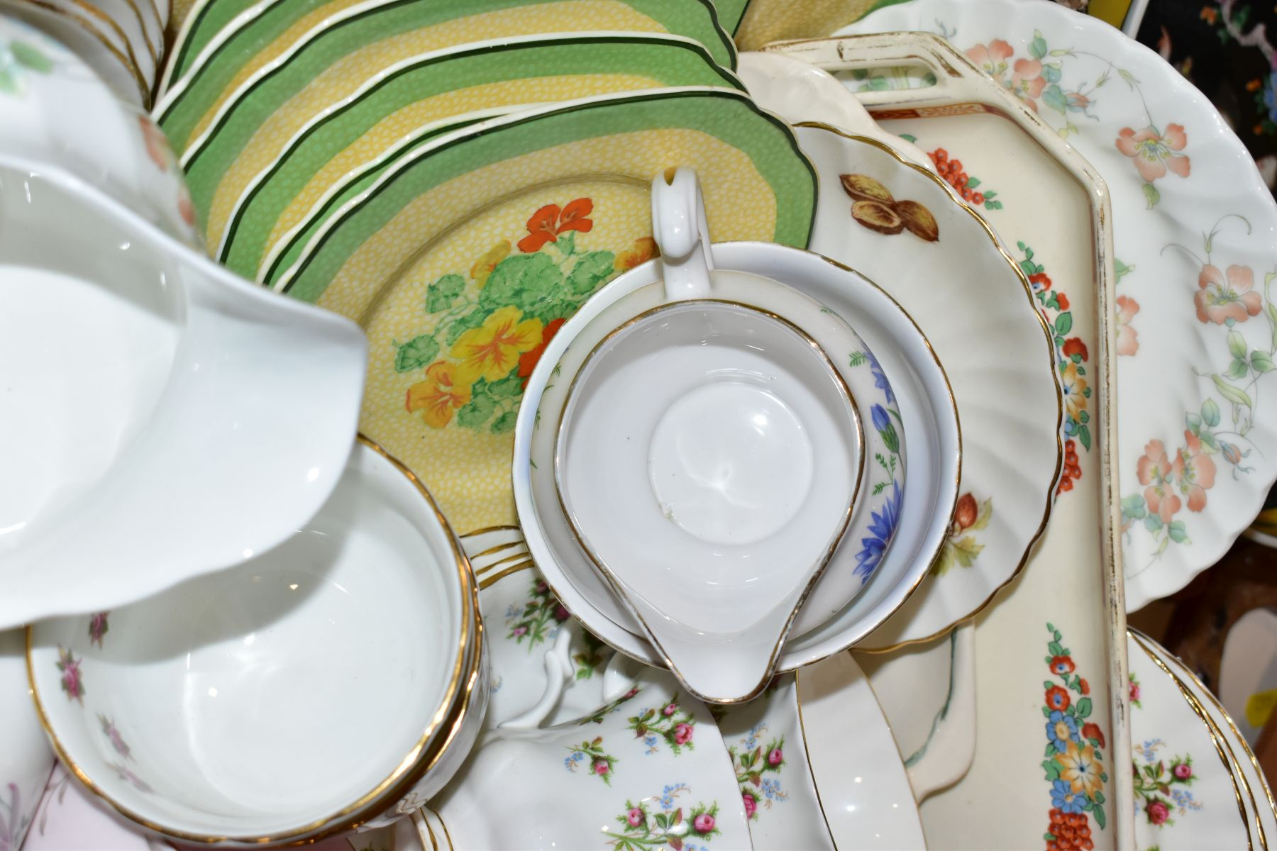 TWO BOXES OF WEDGWOOD ROYAL WORCESTER, ROYAL ALBERT AND TUSCAN CHINA TEA AND DINNER WARES, including - Image 7 of 10