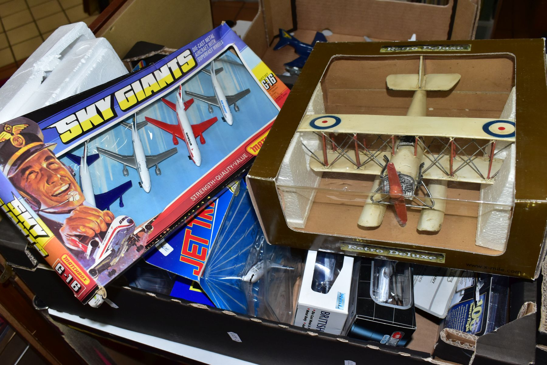 A QUANTITY OF ASSORTED BOXED AND UNBOXED AIRCRAFT MODELS, to include boxed Corgi toys Boeing 747 - Image 5 of 5