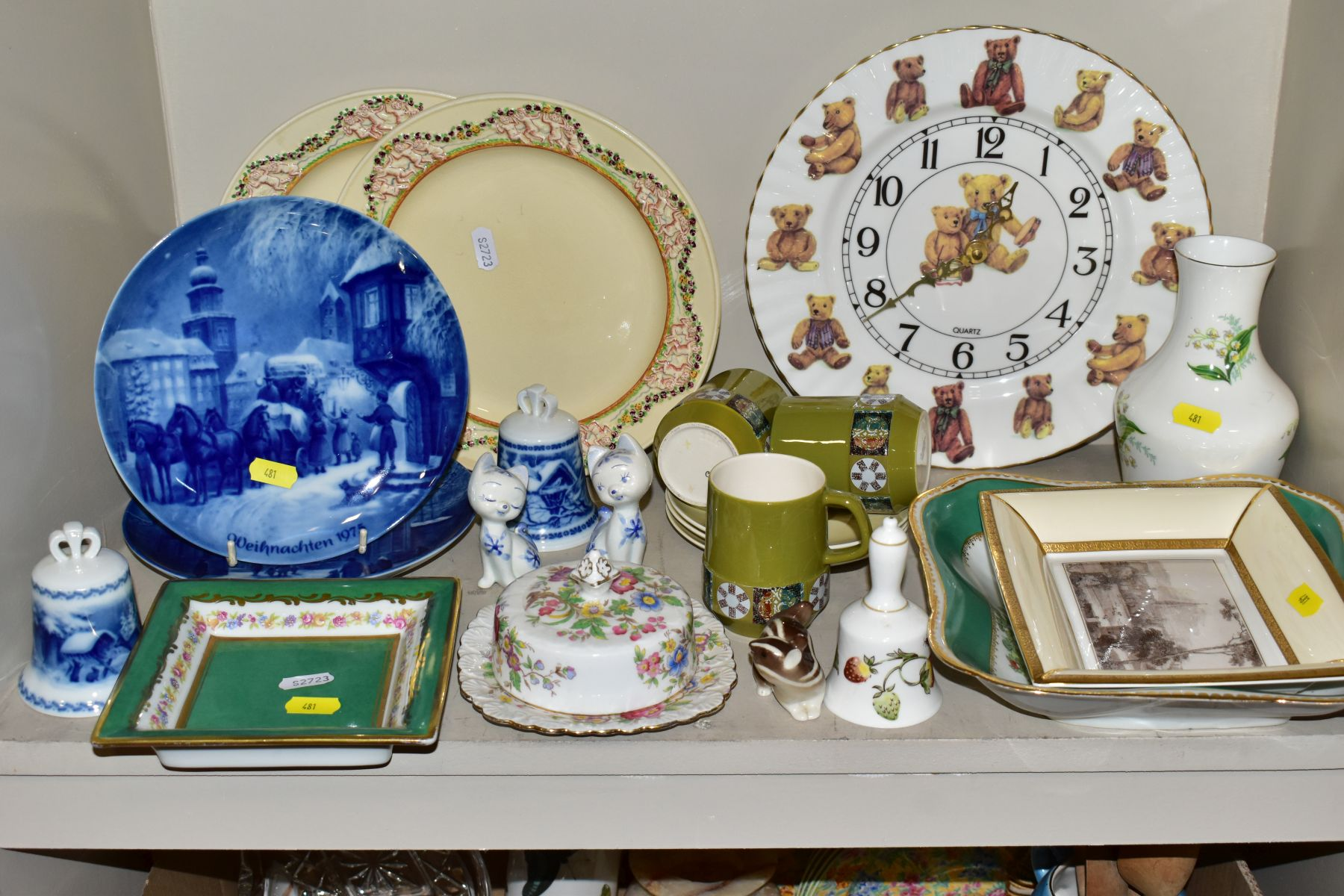 TWO BOXES OF CERAMICS AND SUNDRY ITEMS etc to include three Carlton Ware 2710 tapestry and daisy - Image 4 of 18