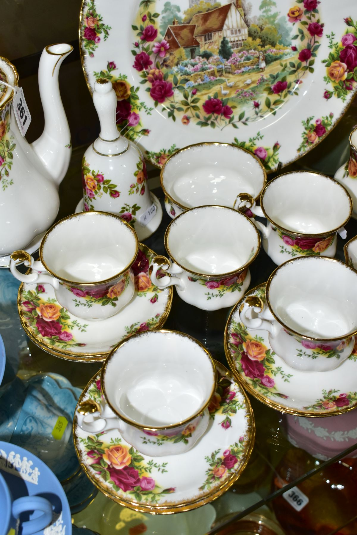 A ROYAL ALBERT OLD COUNTRY ROSES FIFTEEN PIECE COFFEE SERVICE, comprising coffee pot and cover, - Image 5 of 6