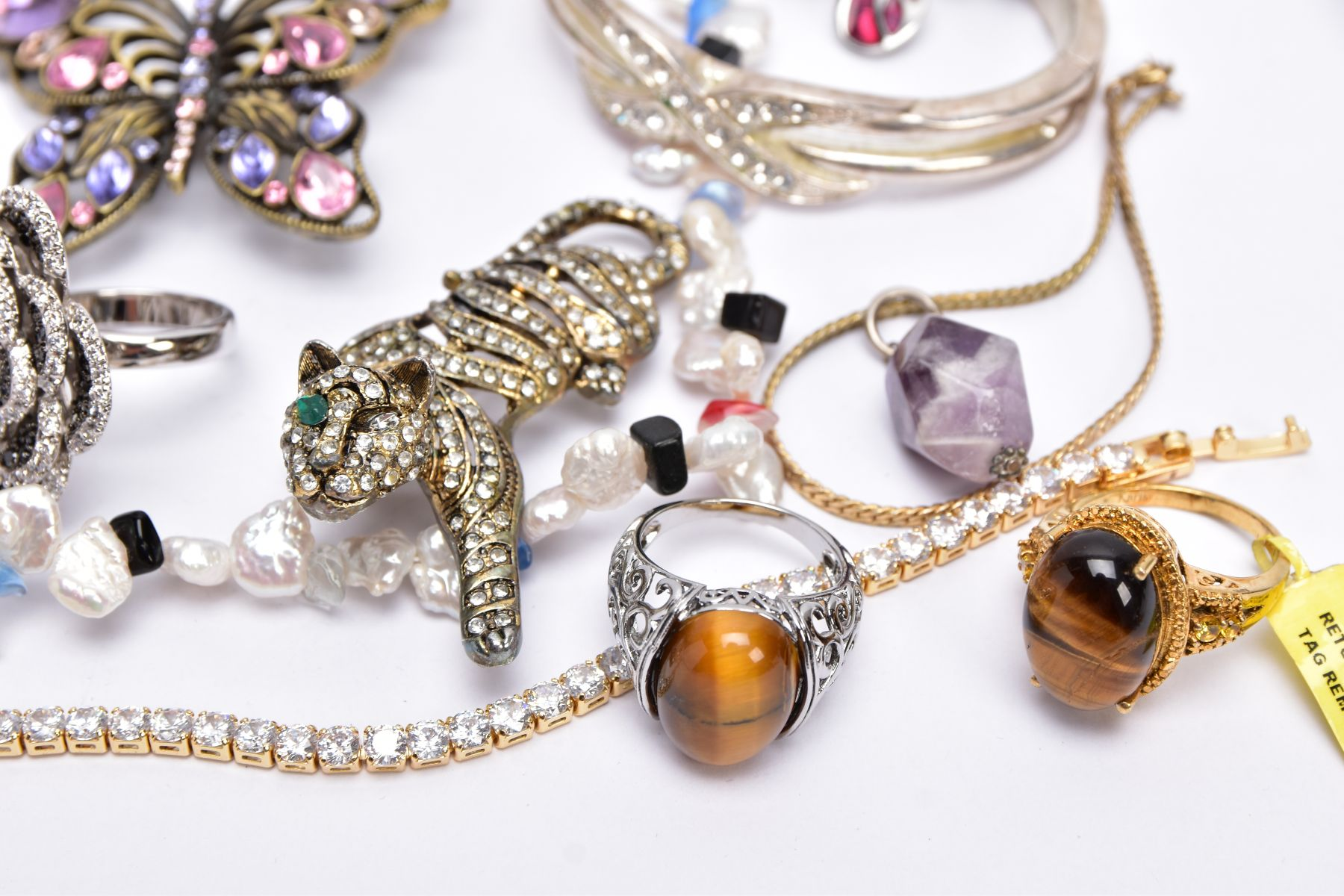 A BAG OF ASSORTED COSTUME JEWELLERY, to a yellow metal cubic zirconia set line bracelet, fitted with - Image 2 of 5