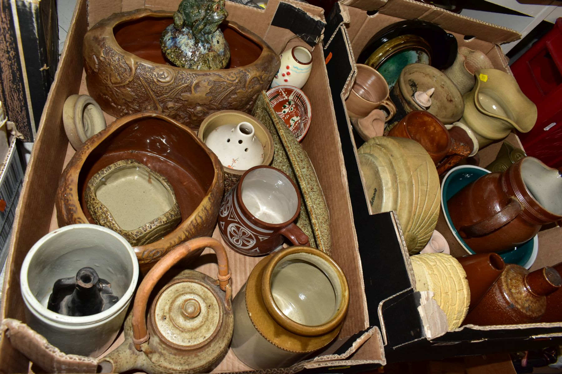 TWO BOXES AND LOOSE STONEWARE etc, including Hillstonia, Studio pottery, stoneware jugs and flagons, - Image 8 of 8