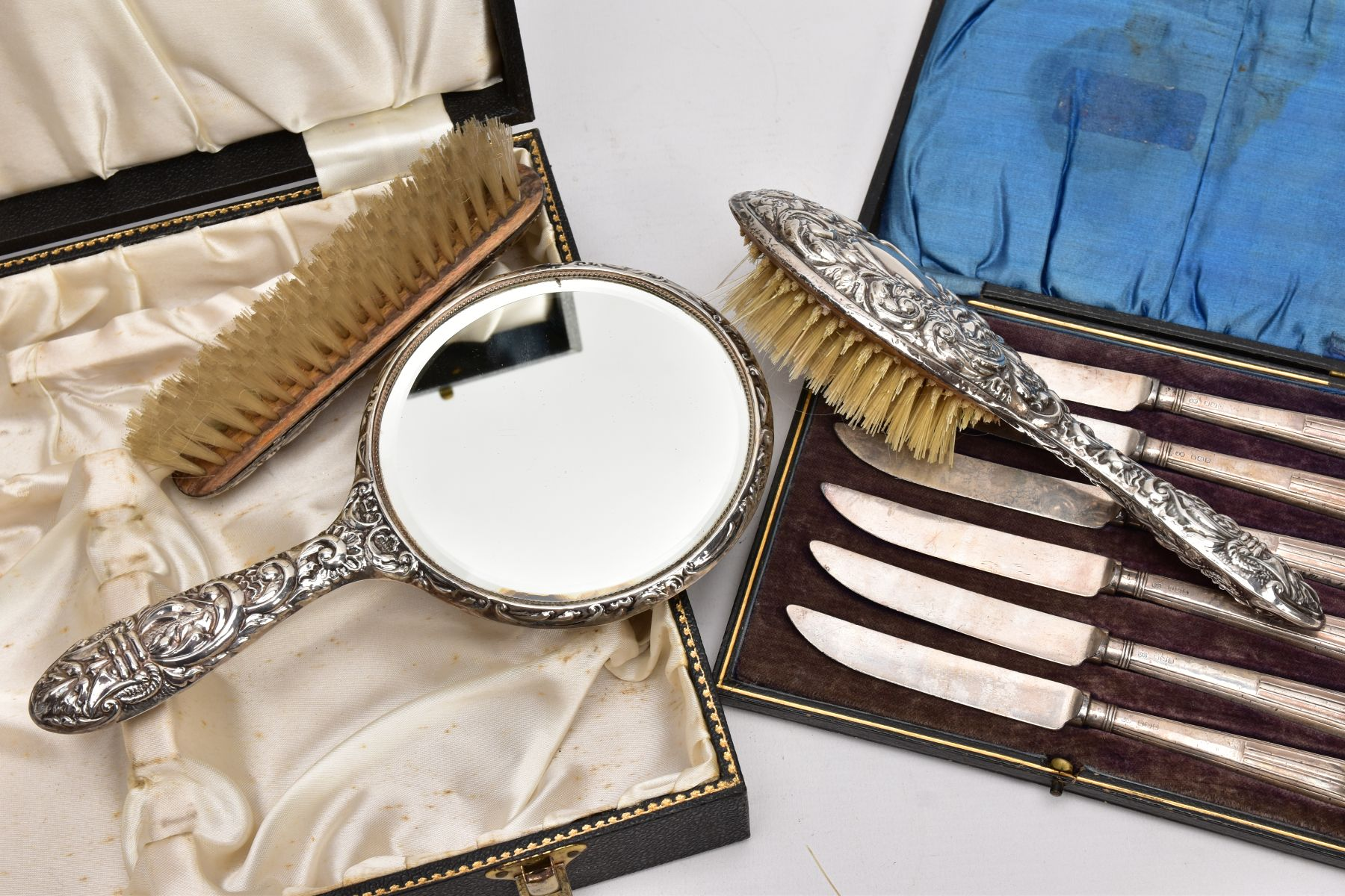 A CASED THREE PIECE SILVER VANITY SET AND A CASED SILVER HANDLED KNIFE SET, the black vanity case - Image 4 of 4