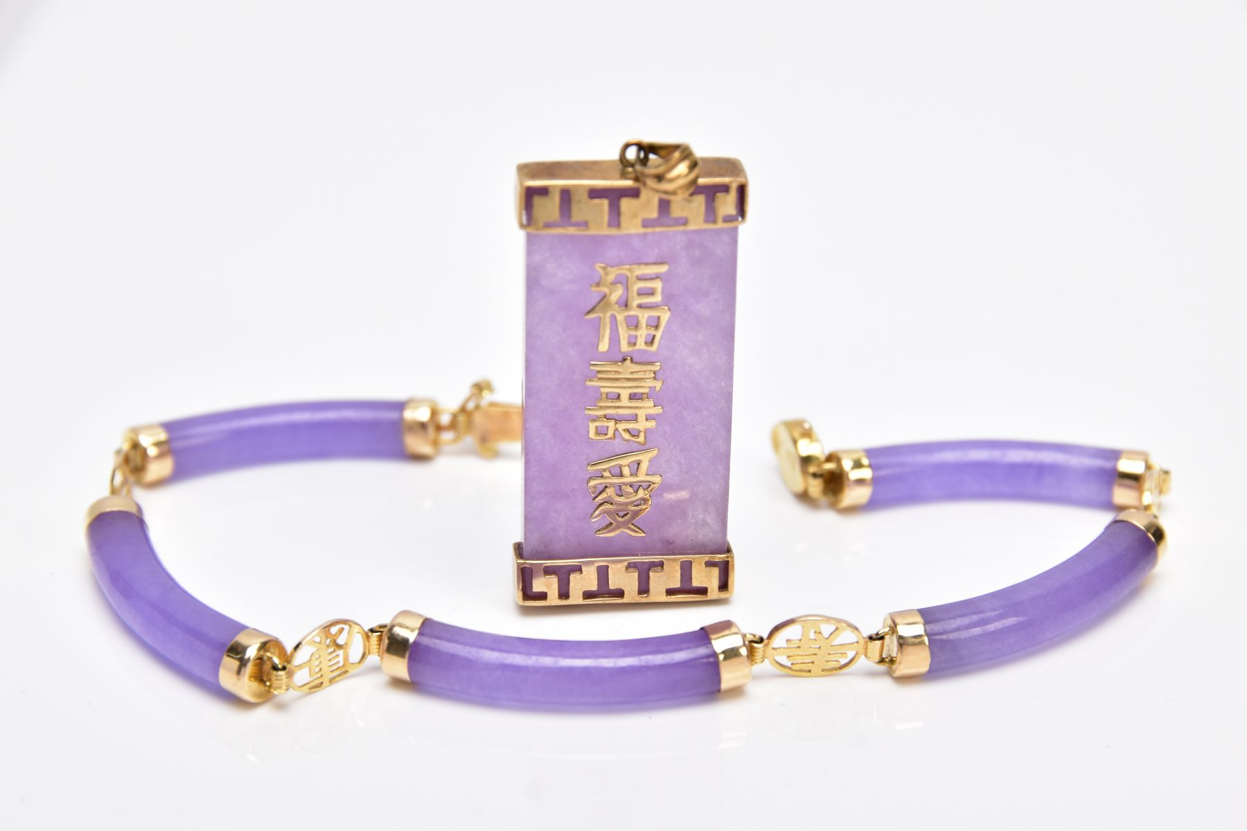 A 14CT GOLD LAVENDER JADE BRACELET AND A 9CT GOLD LAVENDER JADE PENDANT, the bracelet designed - Image 2 of 4