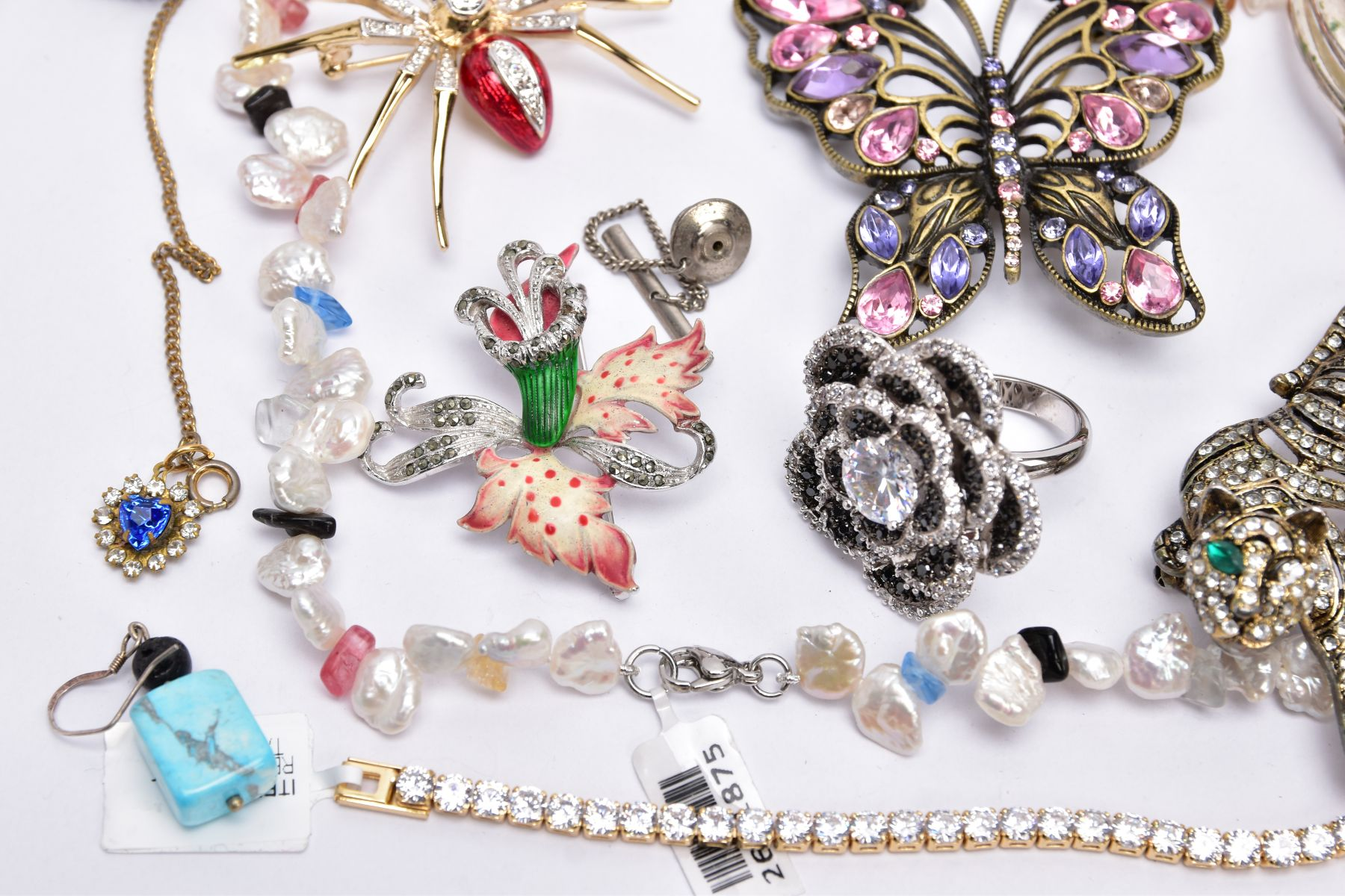 A BAG OF ASSORTED COSTUME JEWELLERY, to a yellow metal cubic zirconia set line bracelet, fitted with - Image 4 of 5